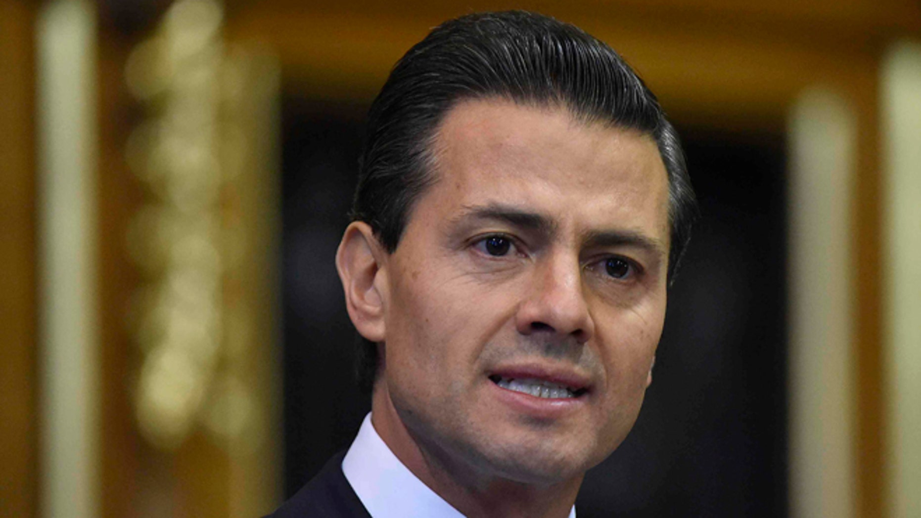LONDON, ENGLAND - MARCH 03:  Mexico's President Enrique Pena Nieto delivers an address to members of the British All-Party Parliamentary Group at the Houses of Parliament on March 3, 2015 in London, England.  The President of Mexico, accompanied by Senora Angelica Rivera de Pena, are on a State Visit to the United Kingdom as the guests of Her Majesty The Queen from Tuesday 3rd March to Thursday 5th March.  (Photo by Toby Melville - WPA Pool /Getty Images)