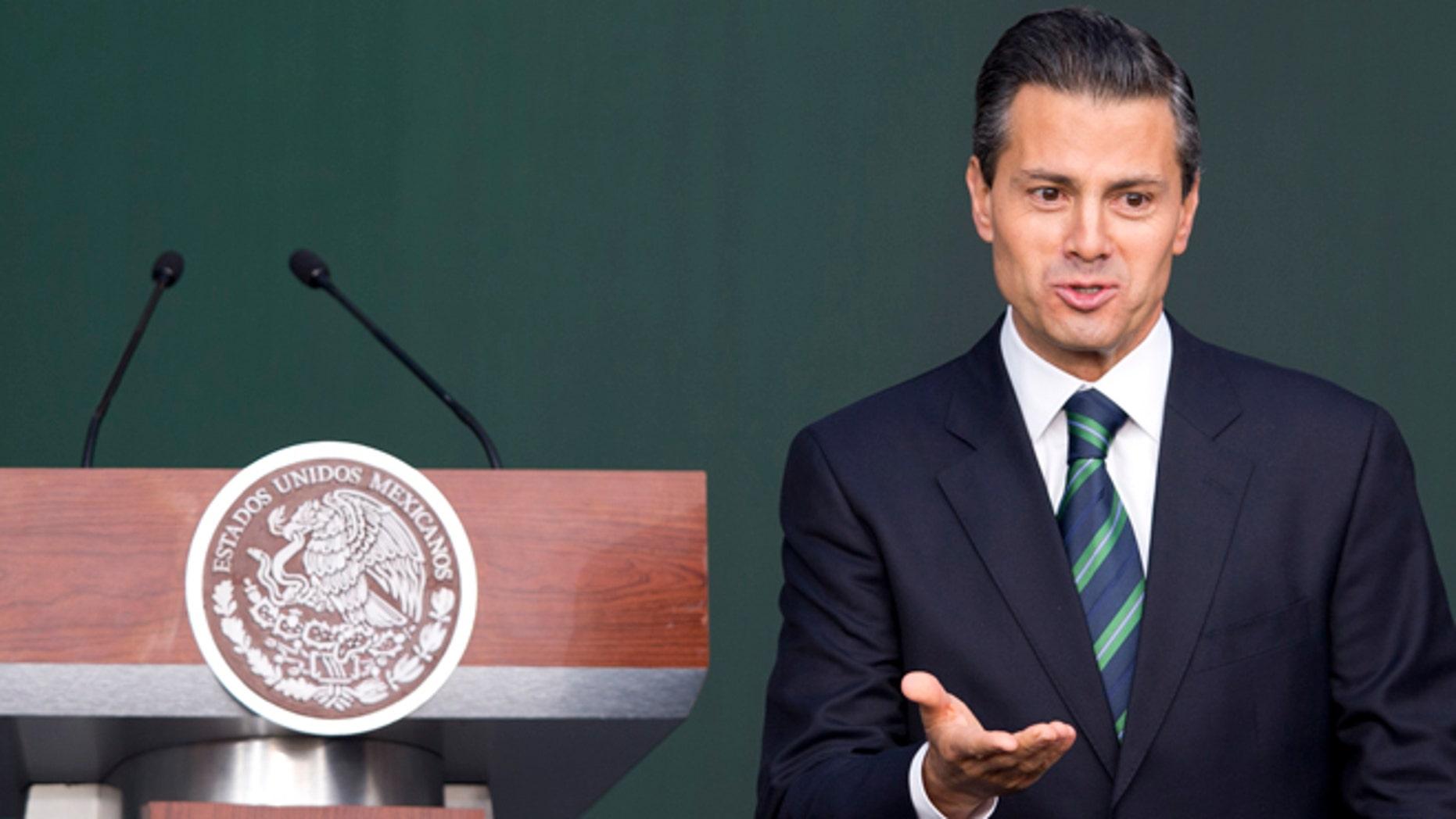 El presidente Enrique Peña Nieto anuncia un plan de justicia en un intento por responder a la indignación tras la desaparición de 43 estudiantes en el sur de México, que puso en evidencia la corrupción e impunidad de las autoridades vinculadas a la delincuencia, en la  Ciudad de México, el jueves 27 de noviembre de 2014. (Foto AP/Eduardo Verdugo)