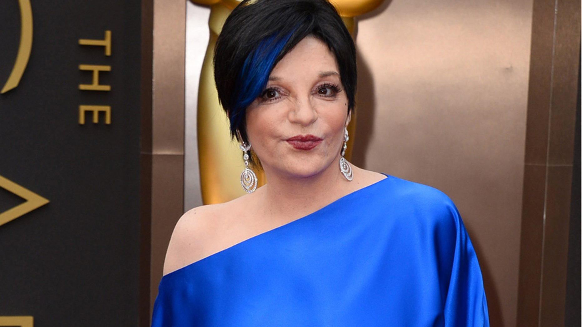 FILE - In this March 2, 2014 file photo, Liza Minnelli arrives at the Oscars in Los Angeles.  Minnelli is said to be resting comfortably in a California hospital after undergoing back surgery this week and shes thanking fans for their well wishes.