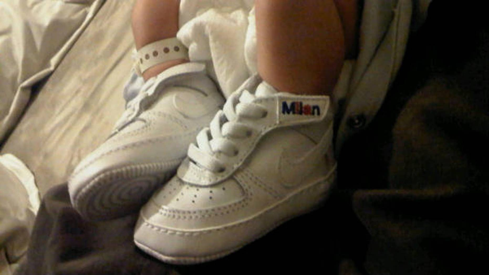 Gerard Piqué tweets a picture of son Milan's feet.