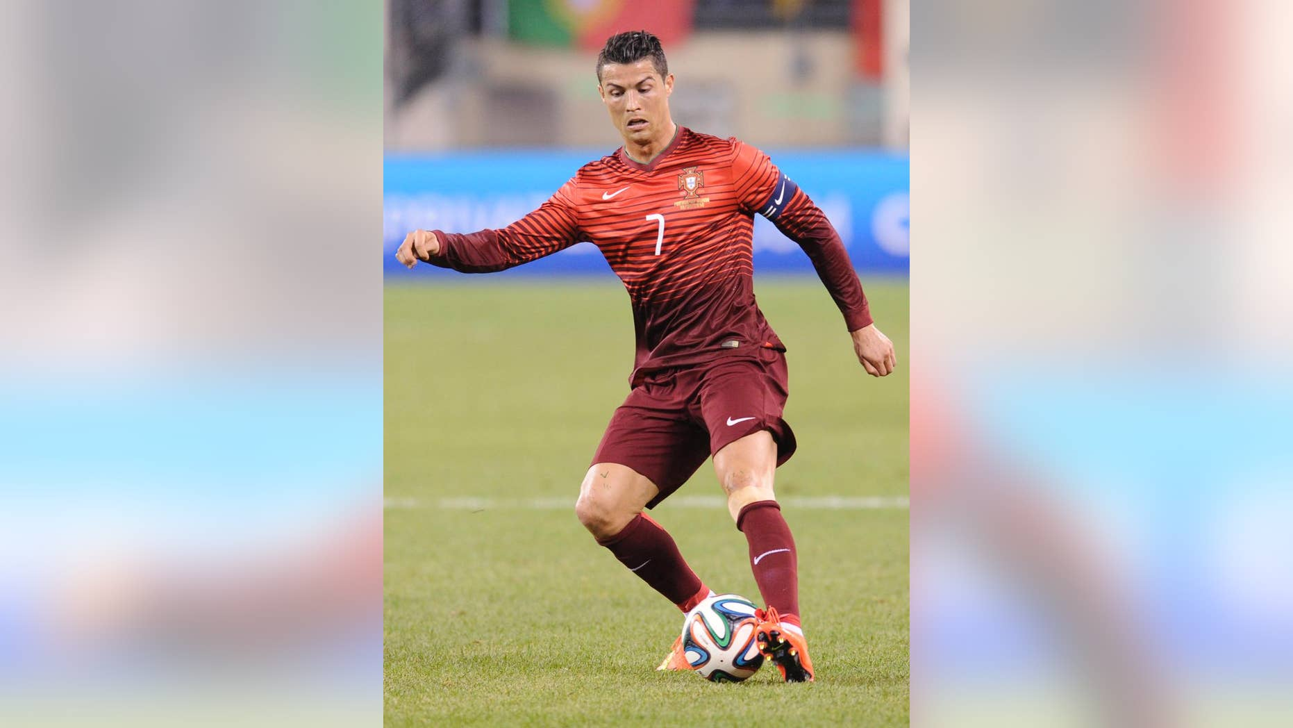 Portugal's Cristiano Ronaldo controls the ball during the second half of an international friendly soccer match against the Republic of Ireland Tuesday, June 10, 2014, in East Rutherford, N.J. Portugal won 5-1. (AP Photo/Bill Kostroun)