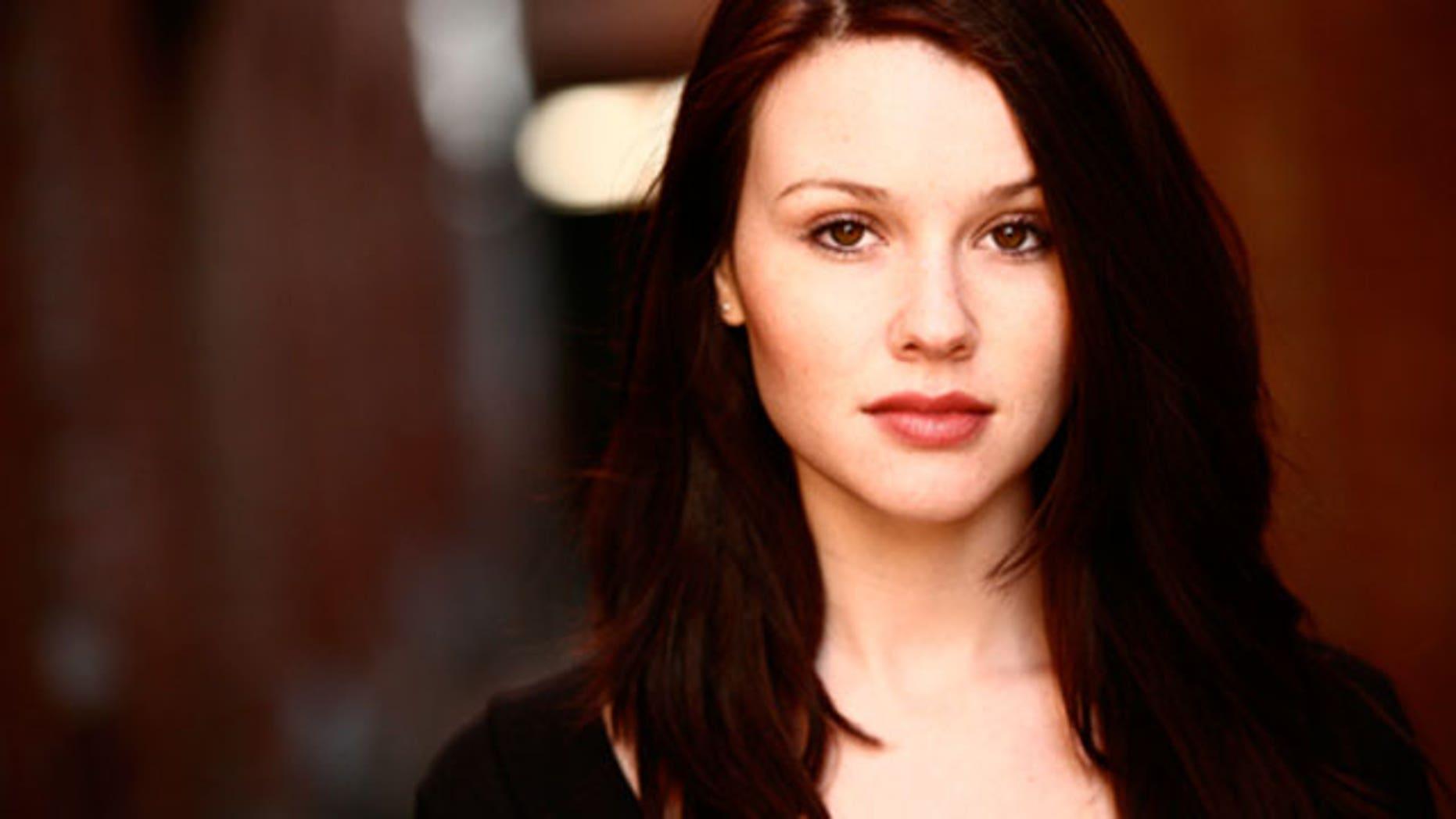 """""""Vampires Suck"""" star Jenn Proske says she is on Team Edward."""