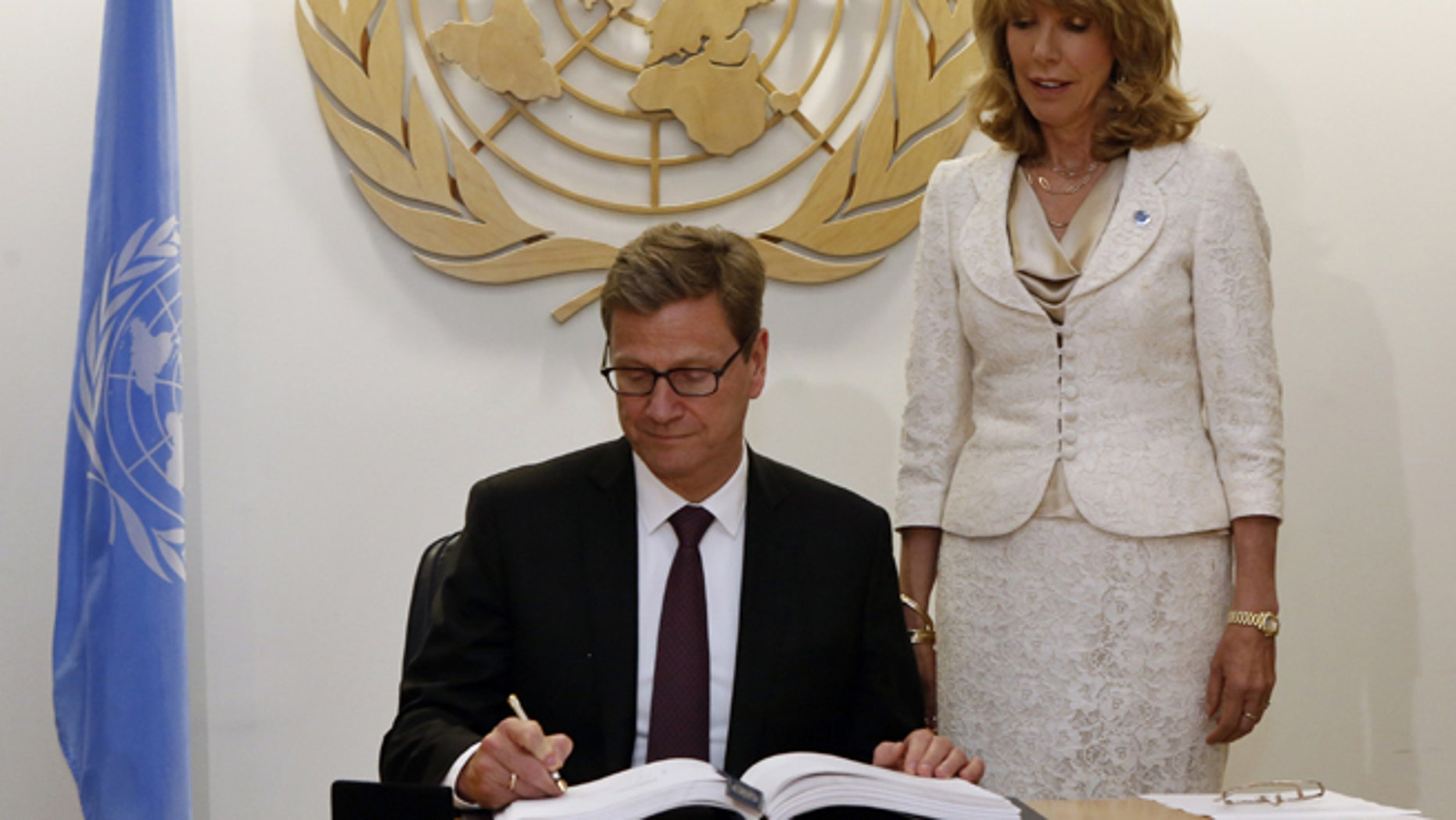 German Foreign Minister Guido Westerwelle signs the United Nations Arms Trade Treaty at the United Nations headquarters in New York, June 3, 2013. (REUTERS)