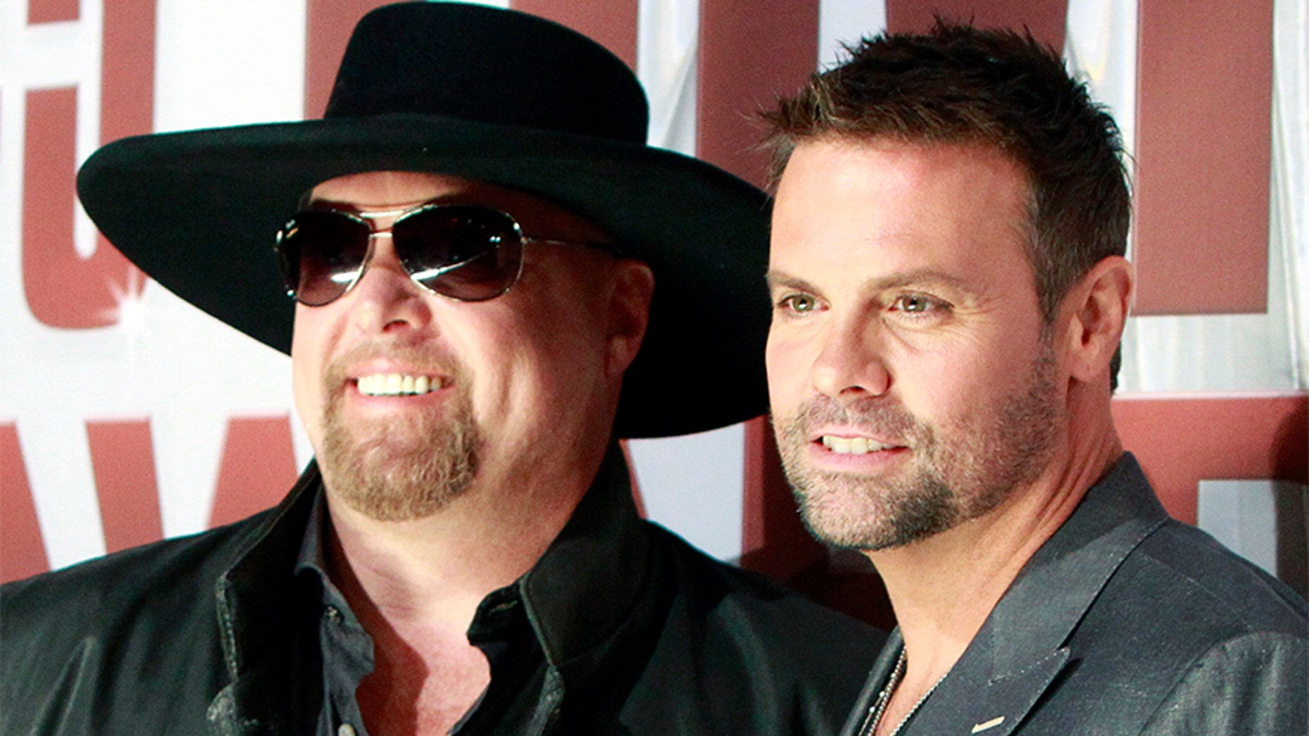 Country music duo Montgomery Gentry, Eddie Montgomery (L) and Troy Gentry, arrives at the 45th Country Music Association Awards in Nashville, Tennessee November 9, 2011. REUTERS/Harrison McClary (UNITED STATES - Tags: ENTERTAINMENT) - GF2E7BA022001