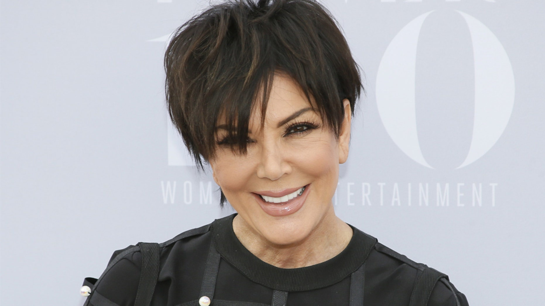 Kris Jenner received a champagne vending machine as a housewarming gift on Monday.