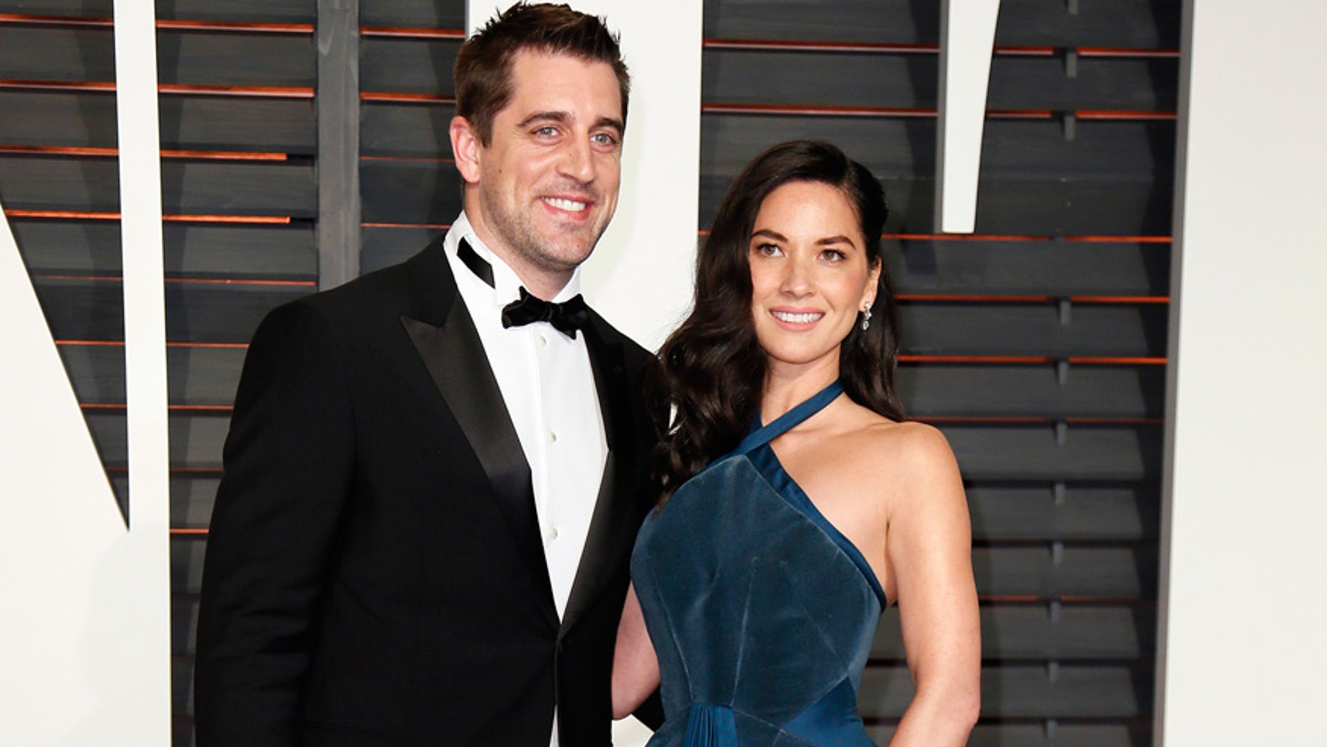 NFL football player Aaron Rodgers and actress Olivia Munn arrive at the 2015 Vanity Fair Oscar Party in Beverly Hills, California February 22, 2015.