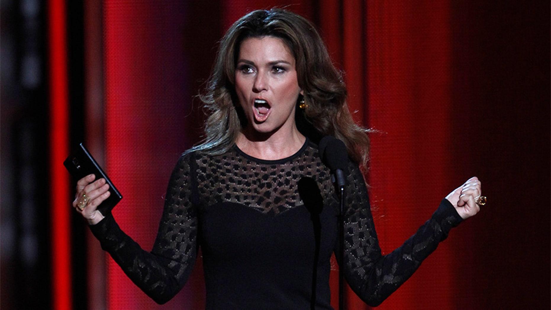Country singer Shania Twain presents an award at the 2014 Billboard Music Awards in Las Vegas.