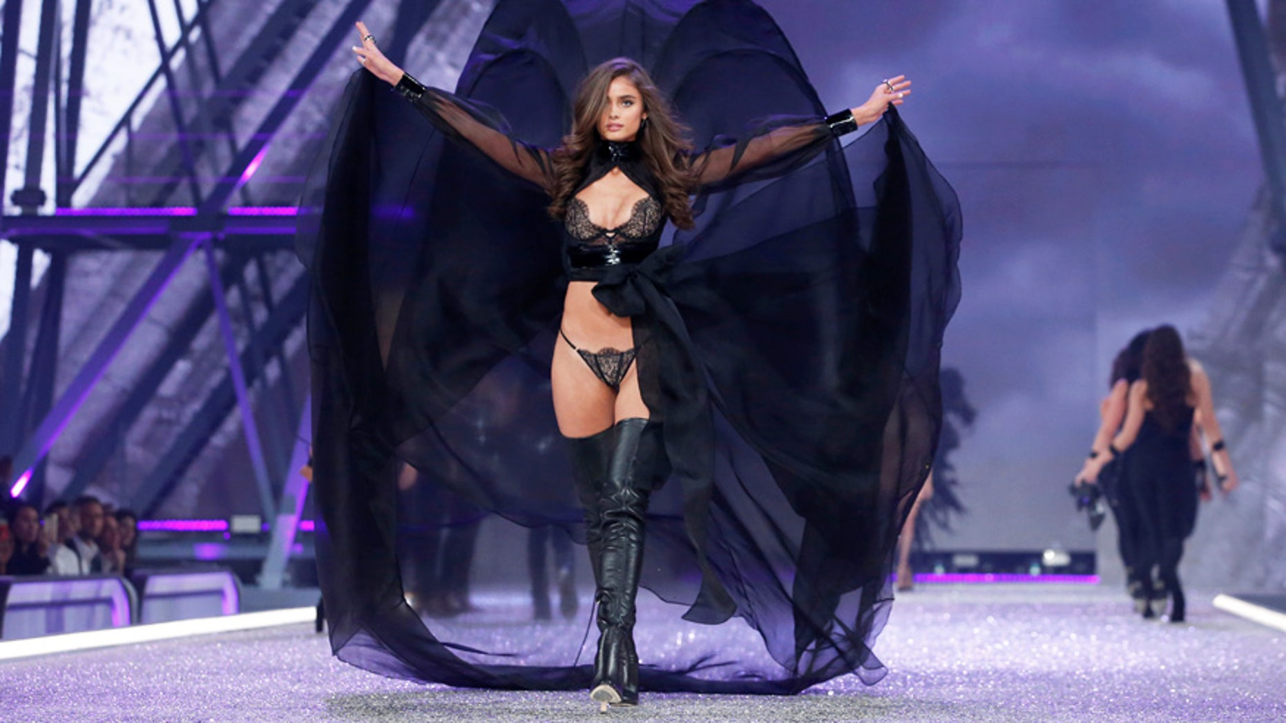 Model Taylor Hill presents a creation during the 2016 Victoria's Secret Fashion Show at the Grand Palais in Paris, France, November 30, 2016.