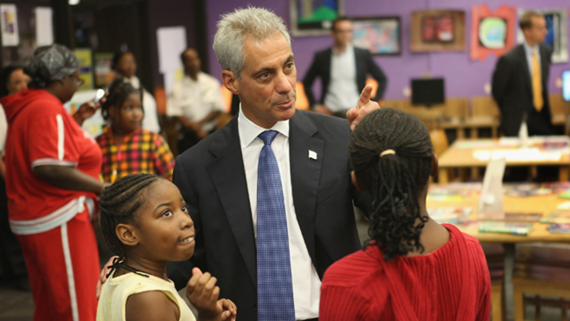 CHICAGO, IL - SEPTEMBER 10:  Mayor Rahm Emanuel (2nd R) visits Chicago Public School children at Woodson Regional Library in Chicago, Illinois. (Photo by Scott Olson/Getty Images)
