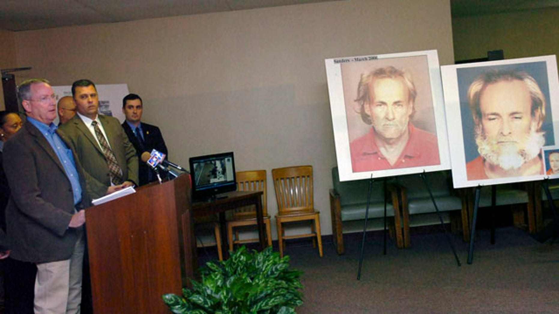 Nov. 4: Catahoula Parish Sheriff James Kelly, left, and members of the Federal Bureau of Investigation and the U.S. Marshals address the media concerning the case of Lexis Kaye Roberts in Alexandria, La.