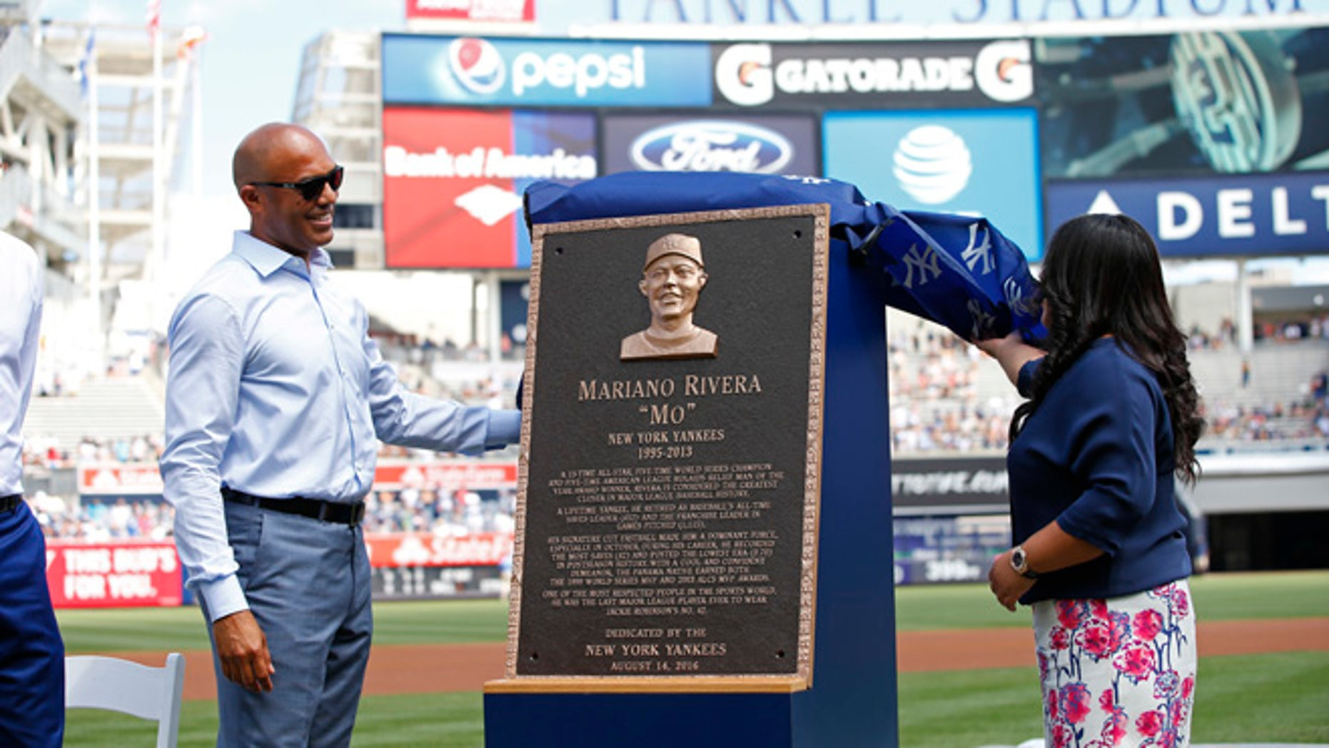 Former New York Yankees closer Mariano Rivera, left, and his wife, Clara, unveil his Monument Park plaque before a baseball game Sunday, Aug. 14, 2016, at Yankee Stadium in New York. (AP Photo/Rich Schultz/Pool)