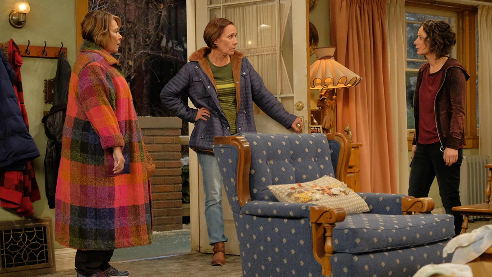 """ROSEANNE - """"Eggs Over, Not Easy"""" - A crucial moment for Becky's surrogacy arrangement forces her and Darlene to critically assess each other's lives. Meanwhile, an animal rescue organization rejects Jackie's application to adopt a puppy; and Roseanne makes a plan to change their mind, on the fourth episode of the revival of """"Roseanne,"""" TUESDAY, APRIL 10 (8:00-8:30 p.m. EDT), on The ABC Television Network. (ABC/Adam Rose)ROSEANNE BARR, LAURIE METCALF, SARA GILBERT"""