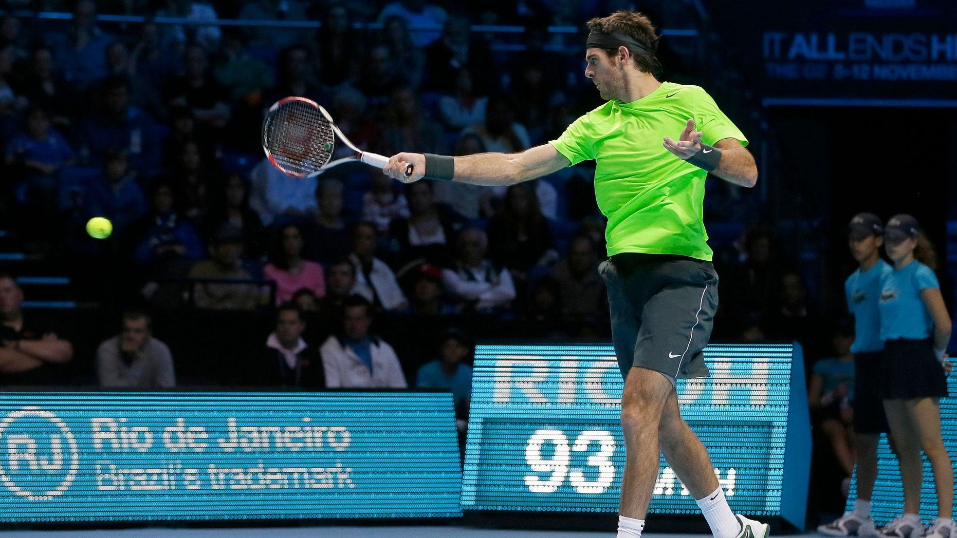 El argentino Juan Martín del Potro durante el encuentro con Novak Djokovic en semifinales de la Copa Masters en Londres el 11 de noviembre del 2012 (AP Foto/Alastair Grant)