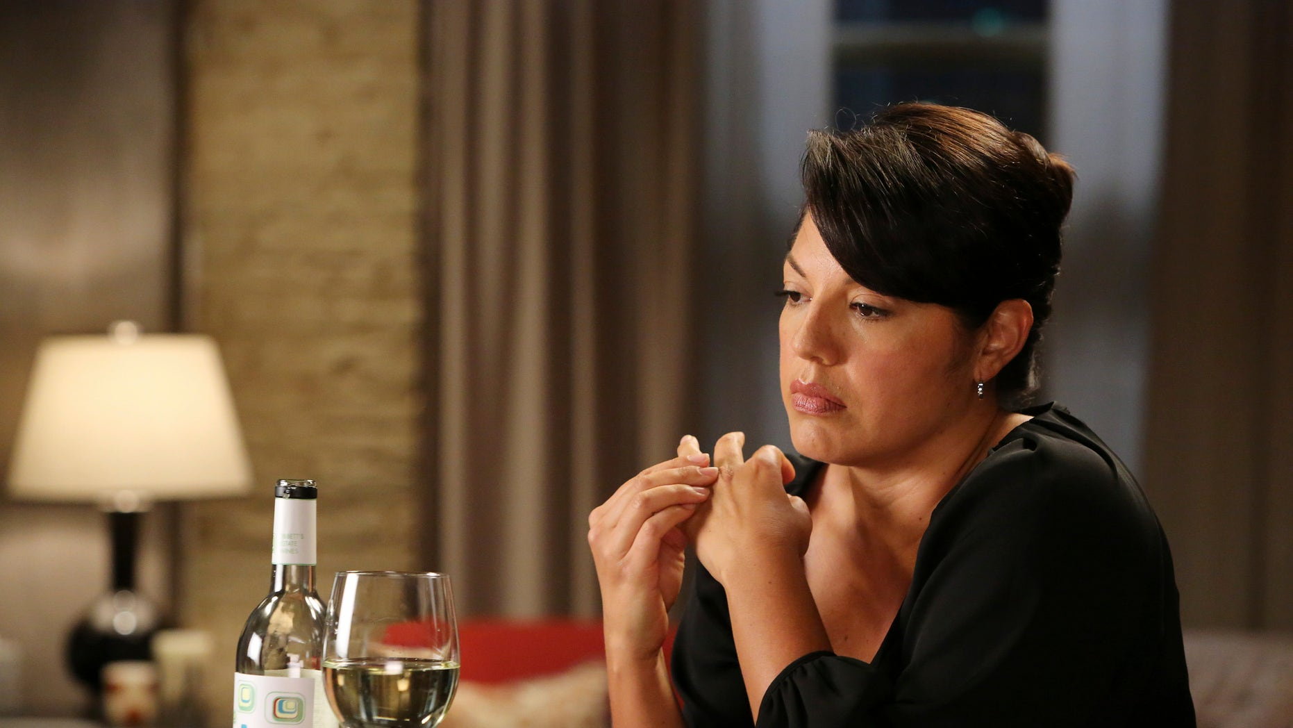 "GREY'S ANATOMY - ""Sorry Seems to Be the Hardest Word"" - When an unexpected malpractice suit turns Callie's world upside down, her supportive father (Hector Elizondo) arrives and shares an interesting secret with her. Meanwhile, through flashbacks, we learn some surprising details about Callie and Arizona's marriage, on ""Grey's Anatomy,"" THURSDAY, NOVEMBER 14 (9:00-10:00 p.m., ET) on the ABC Television Network. (ABC/Danny Feld)
