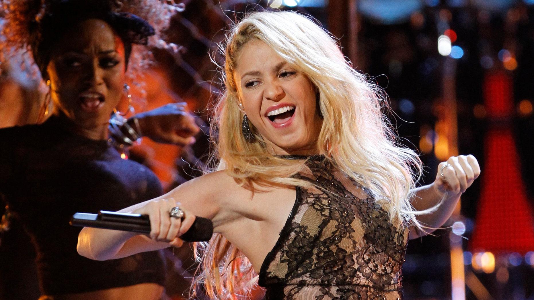 Colombian singer Shakira performs in Las Vegas, Nevada, November 10, 2011. (REUTERS/Mario Anzuoni)