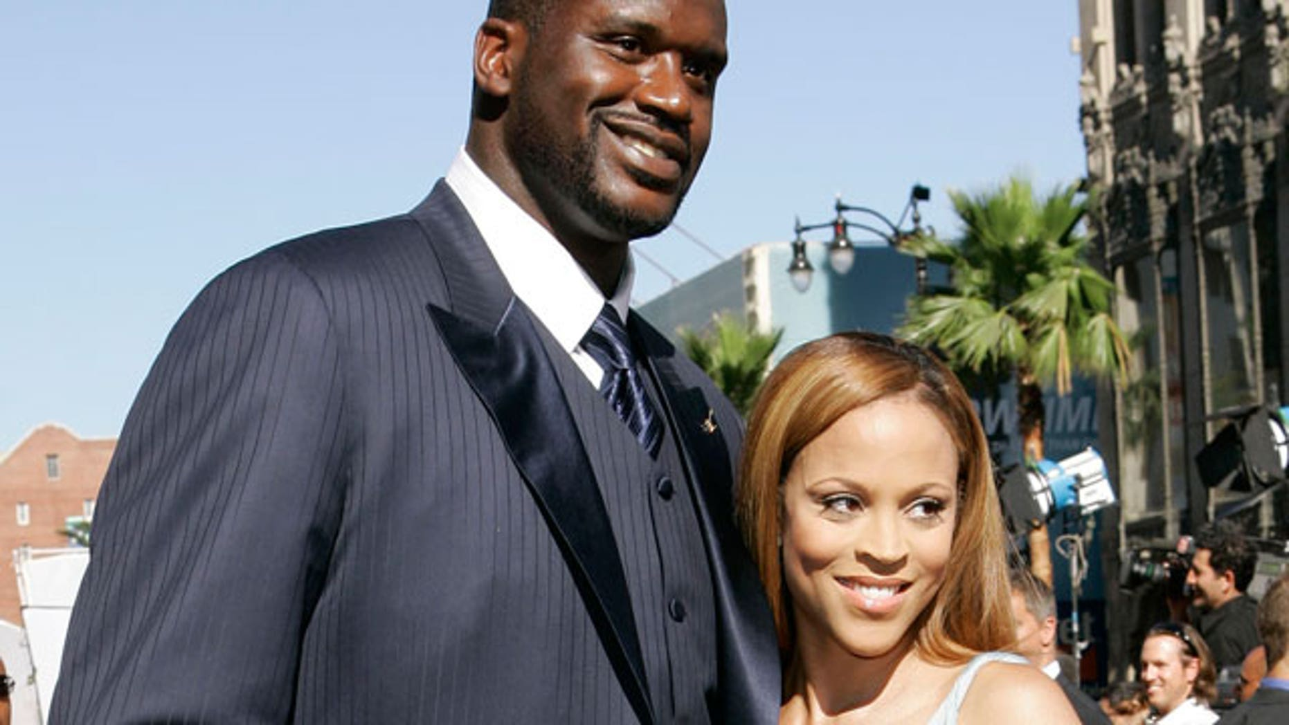 Pictures of shaq and his wife — photo 8