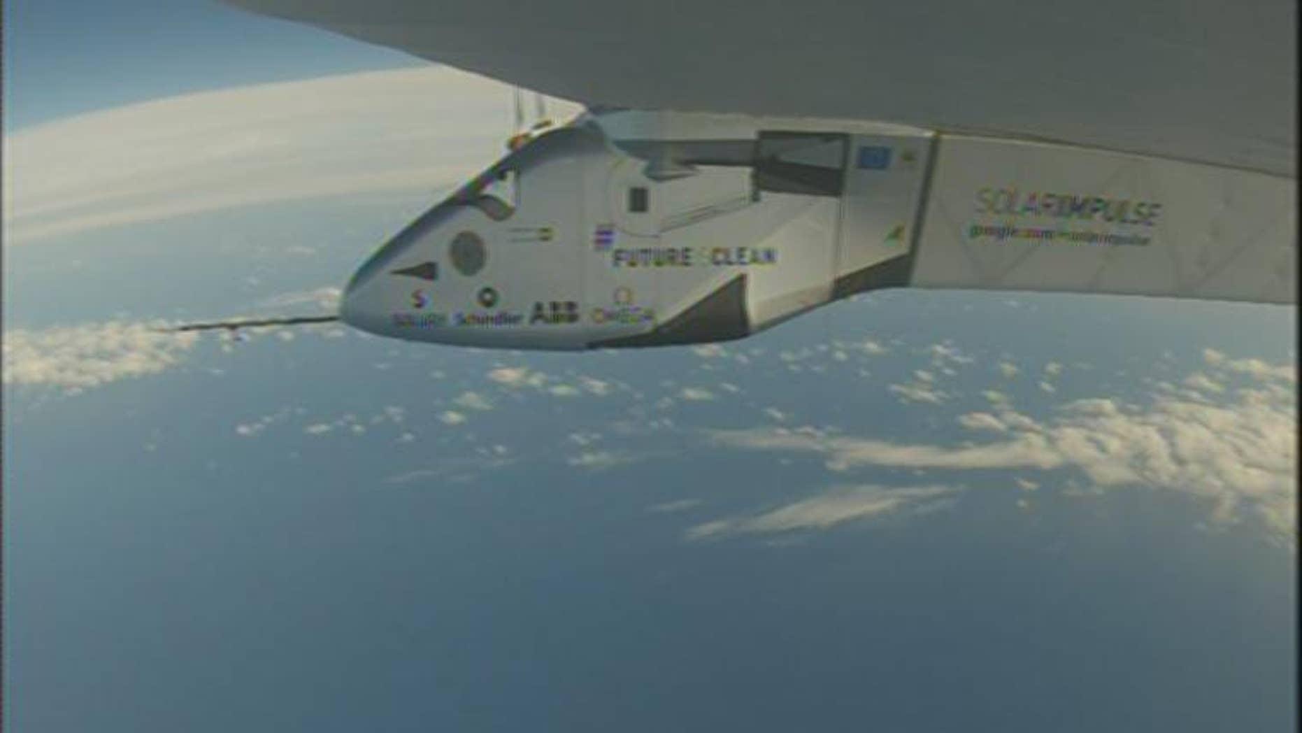 Solar Impulse 2 flies over the Pacific.