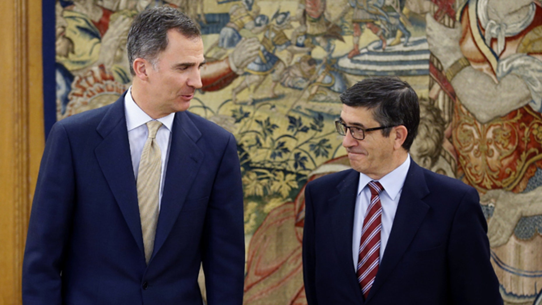 In this April 26, 2016 pool photo, Spain's King Felipe VI speaks with parliament speaker Patxi López, right, during their meeting at Zarzuela Palace in Madrid. Spain's King has signed a decree dissolving parliament and calling elections for June 26 after deputies elected in an inconclusive December election failed to agree on a new prime minister. (AP Photo/ Angel Diaz, Pool)