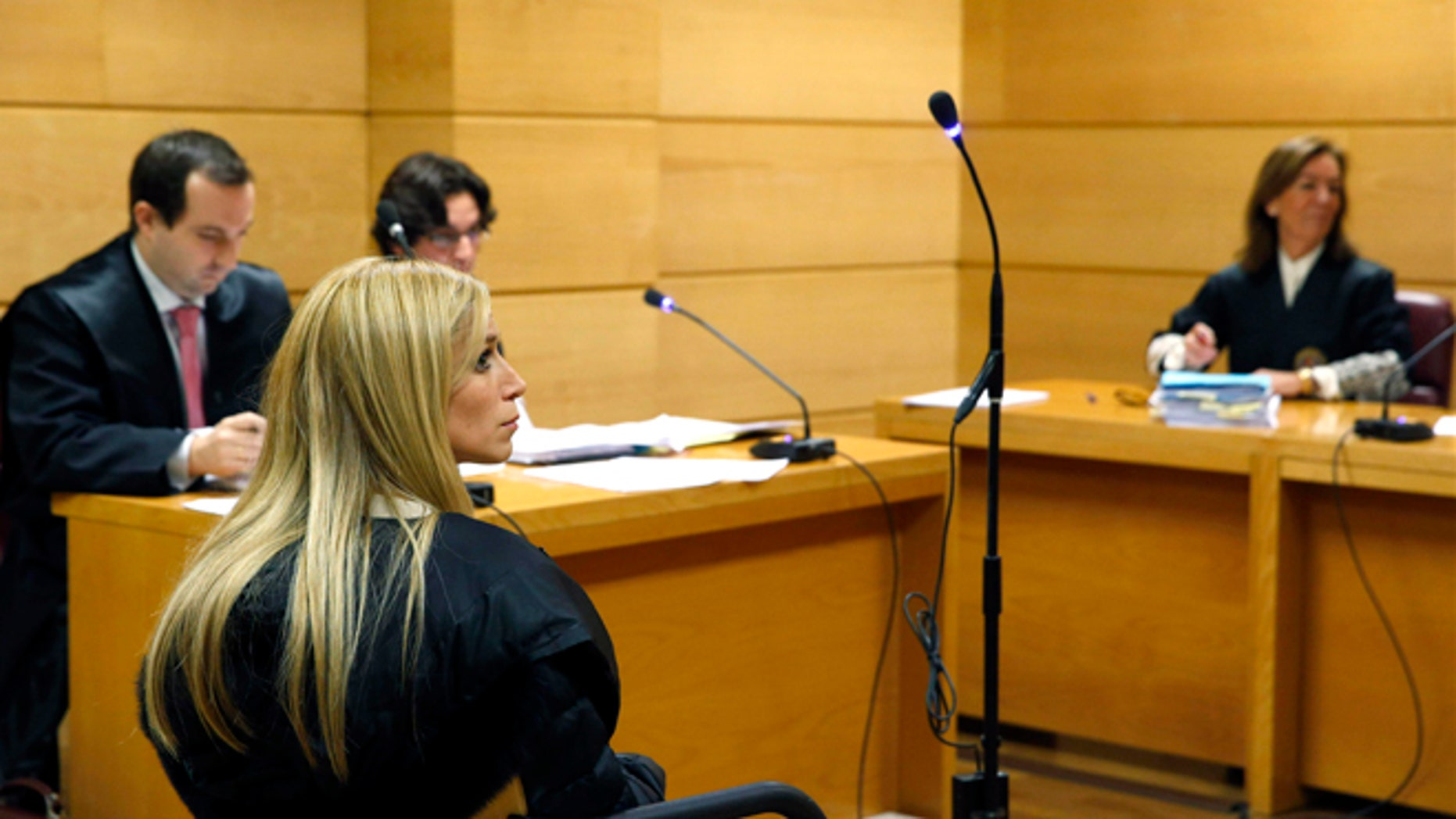 Aurea Vázquez Rijos of  Puerto Rico, left  sits inside a court room at the National Court in Madrid, Wednesday Dec. 18, 2013. (AP Photo/Javier Lizon, Pool)