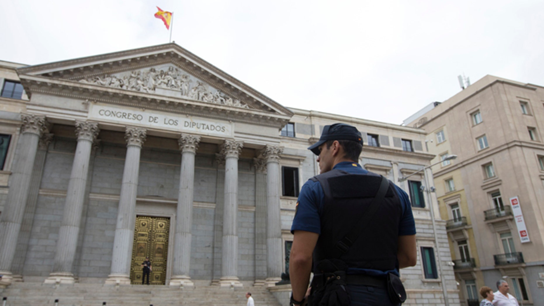 A police officer stands guard in front of the Spanish Parliament in Madrid, Spain, Tuesday, Aug. 30, 2016. Spain's acting Premier Mariano Rajoy is to start a two-day parliamentary debate later Tuesday ahead of a vote on his bid to form a minority government and end an eight-month political impasse, but the signs are he won't be successful. If he fails, he has another chance Friday when he only needs more votes in favor than against, but nothing indicates he can win that either. (AP Photo/Paul White)