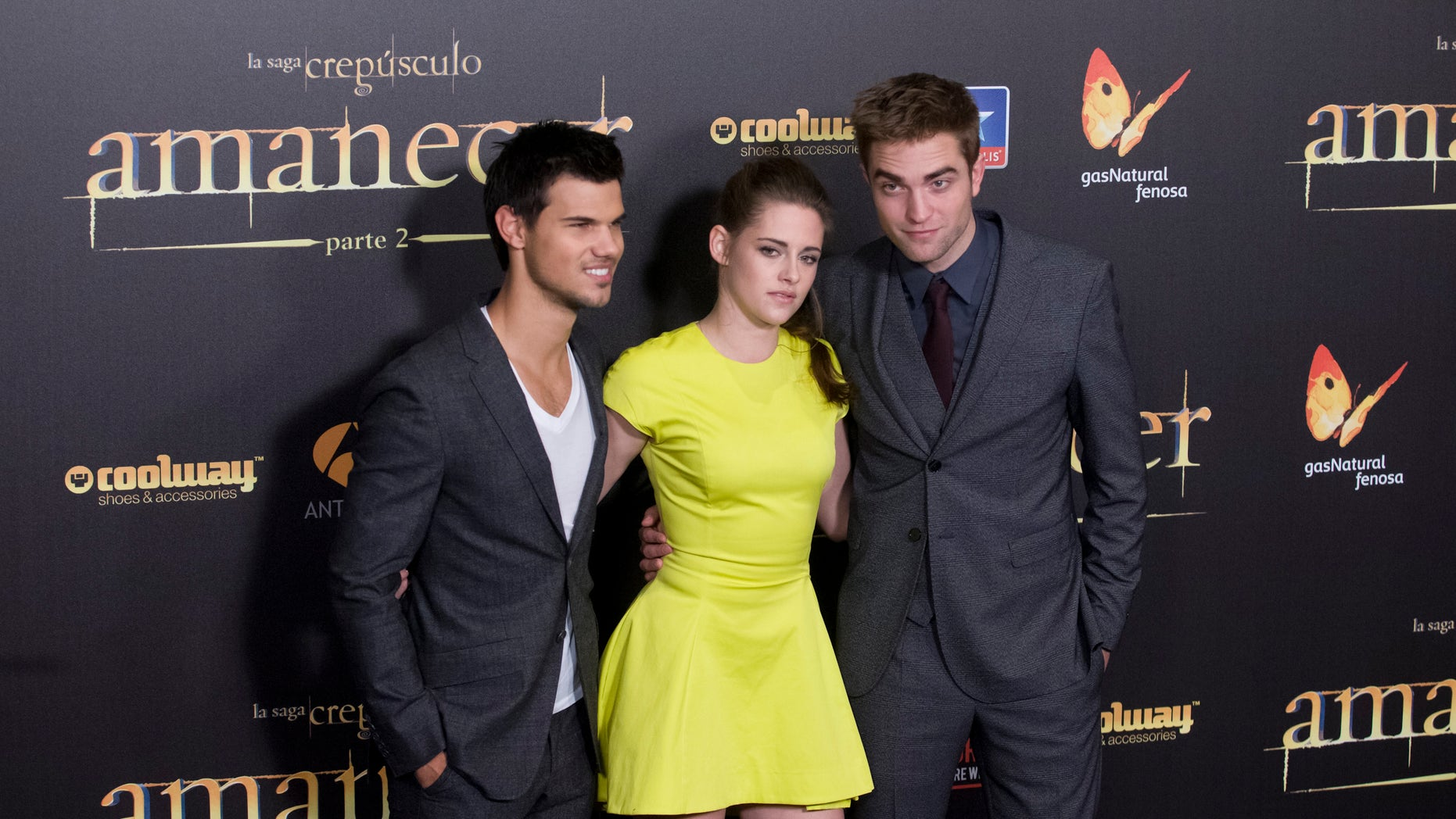 """American actor Taylor Lautner, left American actress Kristen Stewart, center and British actor Robert Pattinson pose during a photo call at the Spanish premiere of the film """"The Twilight Saga: Breaking Dawn-Part 2"""" in Kinepolis Cinema in Madrid, Spain, Thursday, Nov. 15, 2012. ( AP Photo/Gabriel Pecot)"""