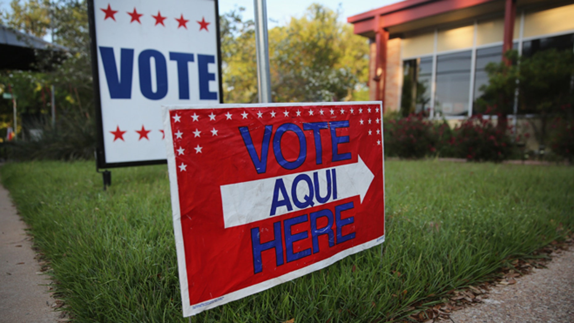 A bilingual sign stands outside a polling center at public library ahead of local elections on April 28, 2013 in Austin, Texas. (Photo by John Moore/Getty Images)