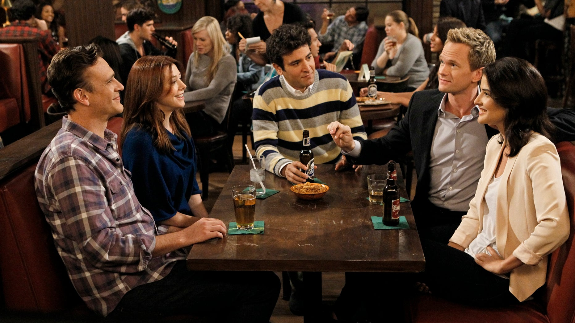 """This undated image released by CBS shows, from left, Jason Segel, Alyson Hannigan, Josh Radnor, Neil Patrick Harris and Cobie Smulders in a scene from """"How I Met Your Mother."""""""