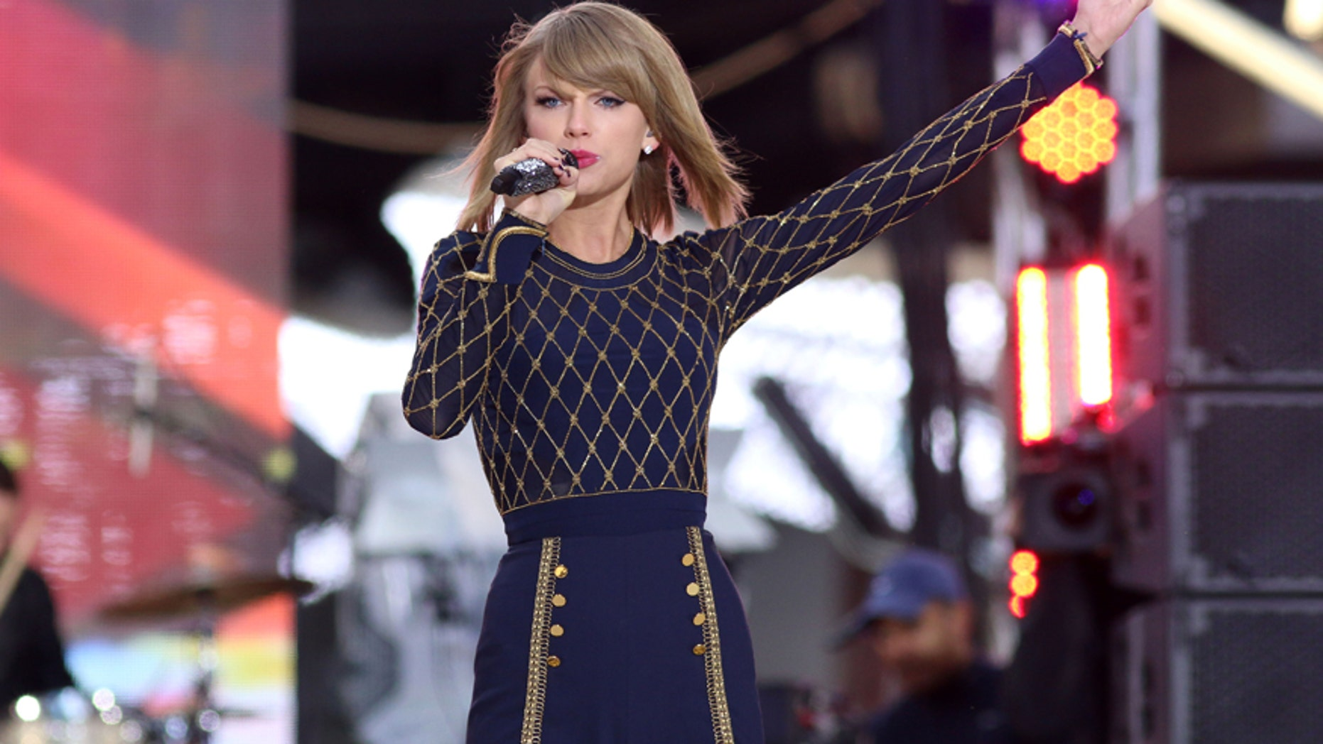 """Taylor Swift performs on ABC's """"Good Morning America"""" in Times Square on Thursday, Oct. 30, 2014, in New York."""