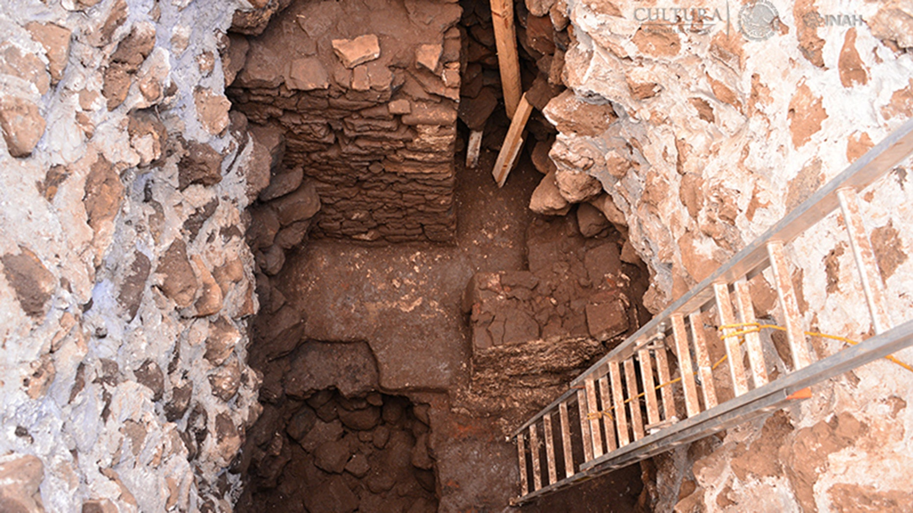 The temple was discovered when archaeologists were analyzing the damage in Teopanzolco pyramid.