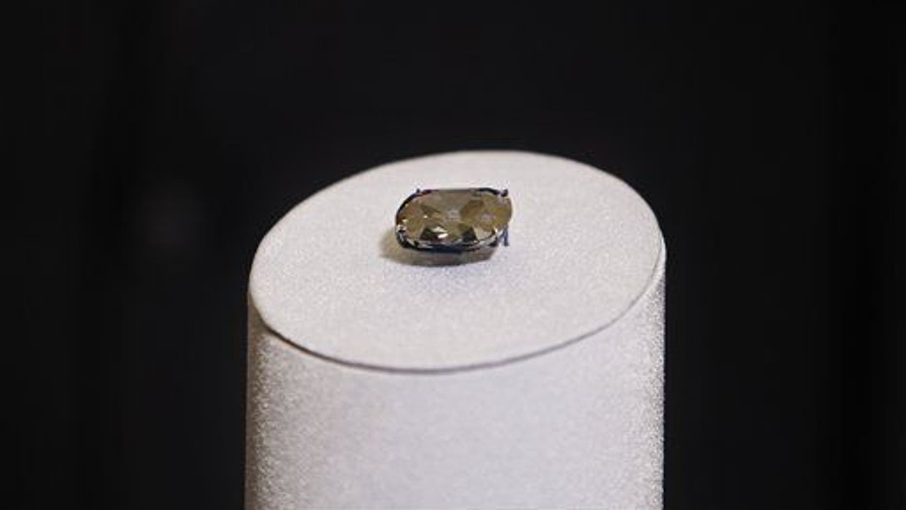 In this Sept. 23, 2009 file photo, the Hope Diamond is displayed at the Smithsonian's National Museum of Natural History in Washington.