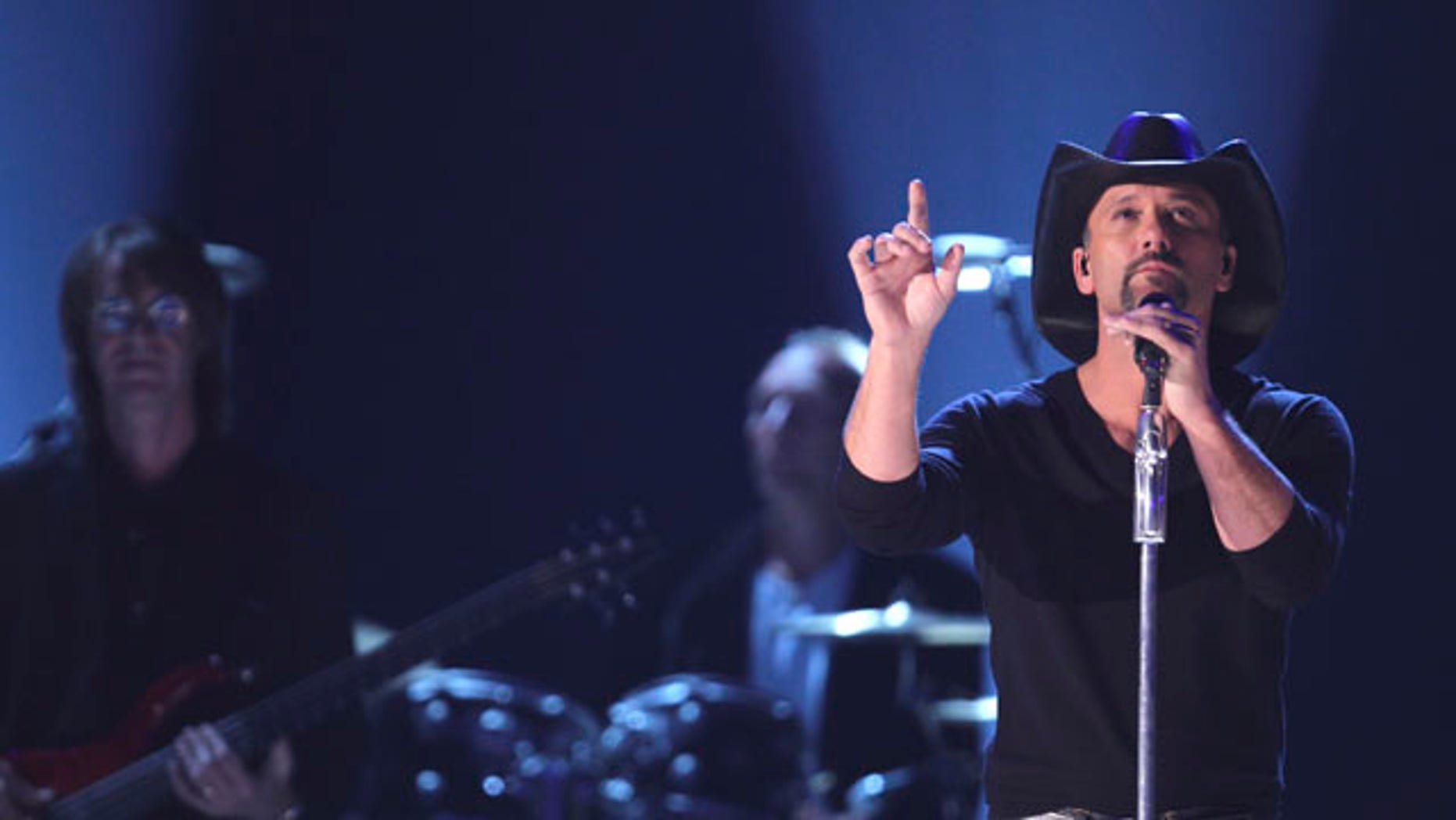 Tim McGraw performs at the 45th annual Academy of Country Music Awards in Las Vegas, Nevada April 18, 2010.     REUTERS/Robert Galbraith (UNITED STATES - Tags: ENTERTAINMENT)