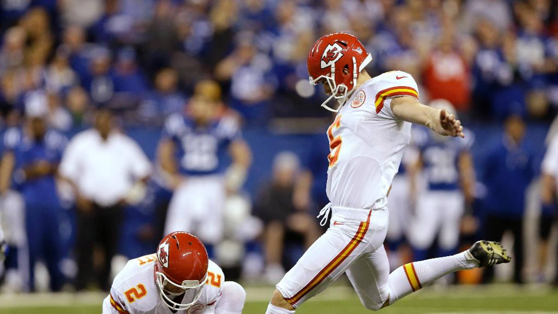 """FILE - In this Jan. 4, 2014, file photo, Kansas City Chiefs' Ryan Succop (6) kicks 42-yard field goal against the Indianapolis Colts during the second half of an NFL wild-card playoff football game in Indianapolis. Veteran kicker Succop has agreed to a one-year deal with the Tennessee Titans who chose to go with experience rather than an undrafted rookie. Agent Joel Turner said Monday, Sept. 1, 2014,  that Succop is happy with a """"very good opportunity in a fine organization."""" (AP Photo/Michael Conroy)"""