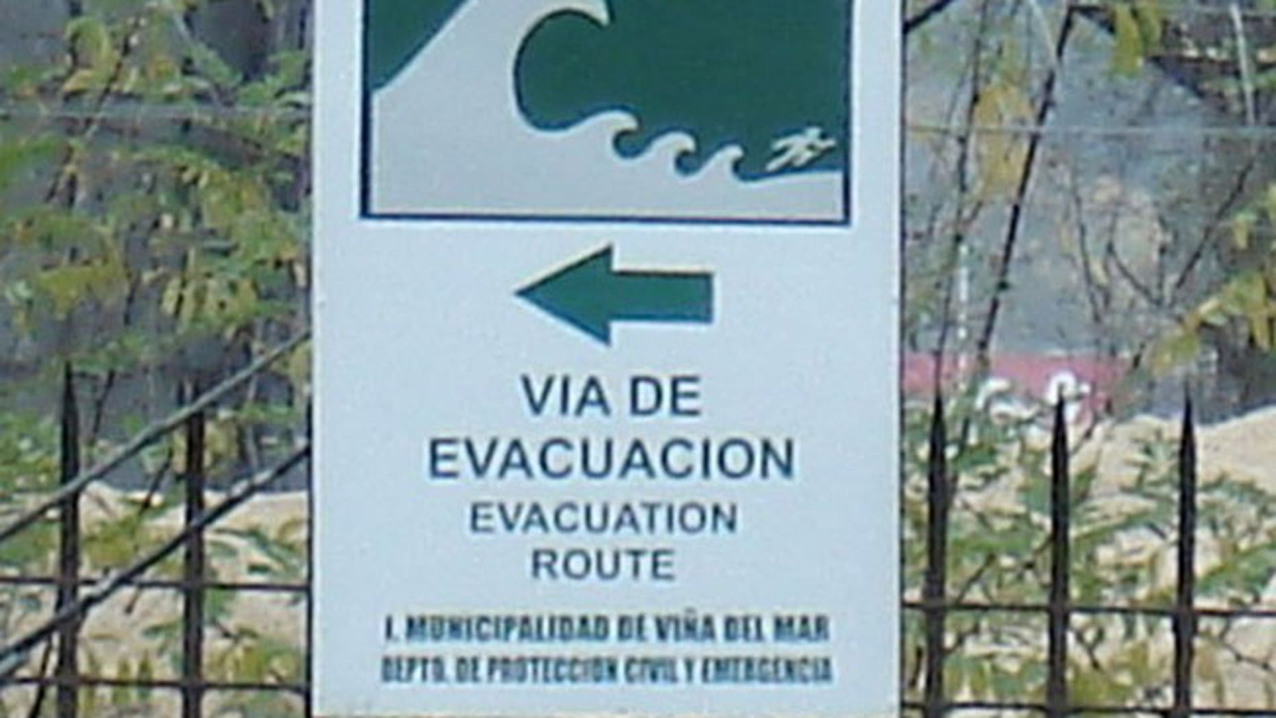 An evacuation sign in Chile. #paulogustavo tweets that Chile is prepared for catastrophe after multiple earthquake struck Viña del Mar in 1983.