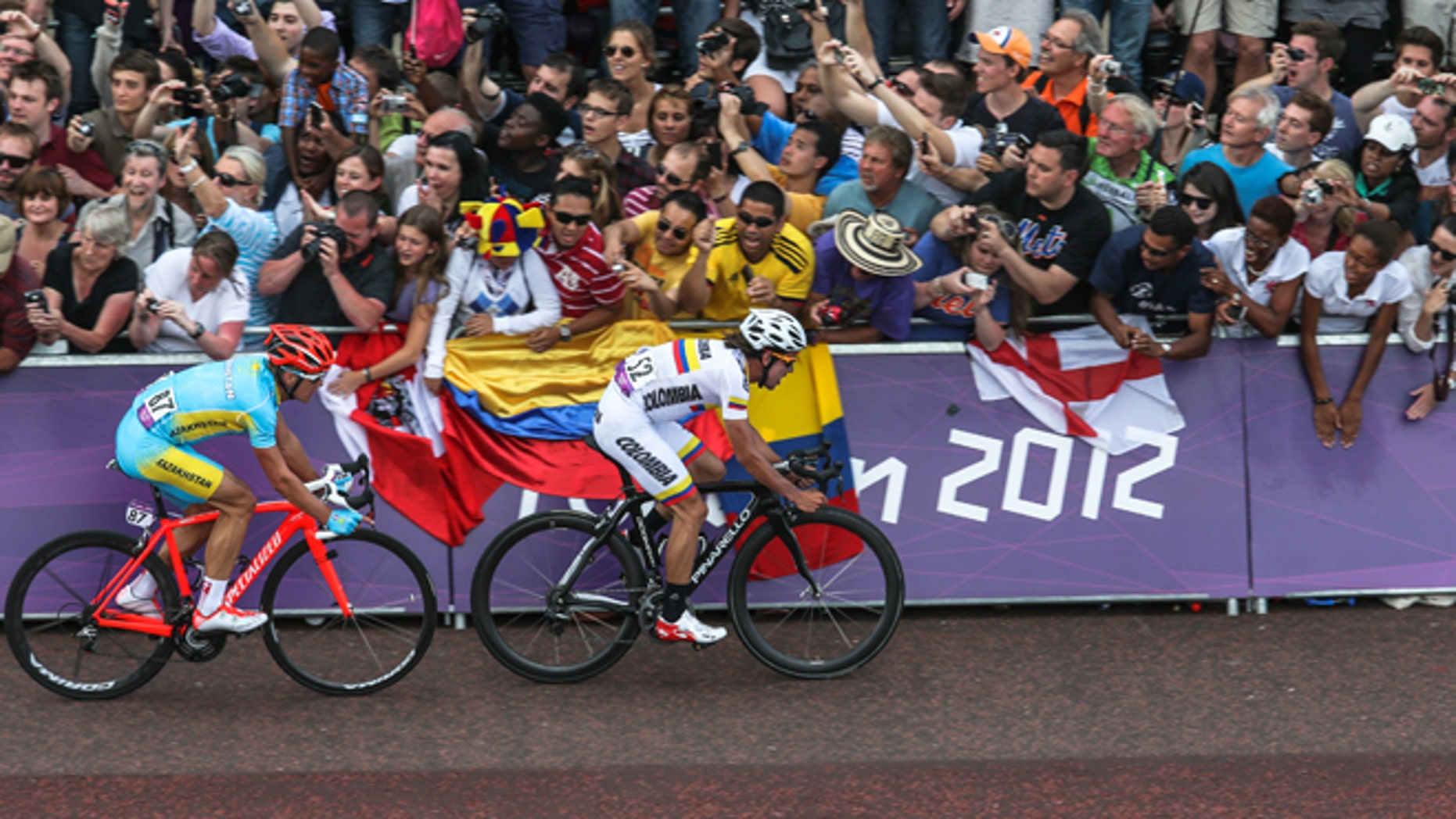 LONDON, ENGLAND - JULY 28: Alexandr Vinokurov of Kazakhstan shadows Rigoberto Uran Uran of Colombia on the mall ahead of winning  the Gold Medal in a sprint during the Men's Road Race Road Cycling on day 1 of the London 2012 Olympic Games on July 28, 2012 in London, England.(Photo by Daniel Berehulak/Getty Images)