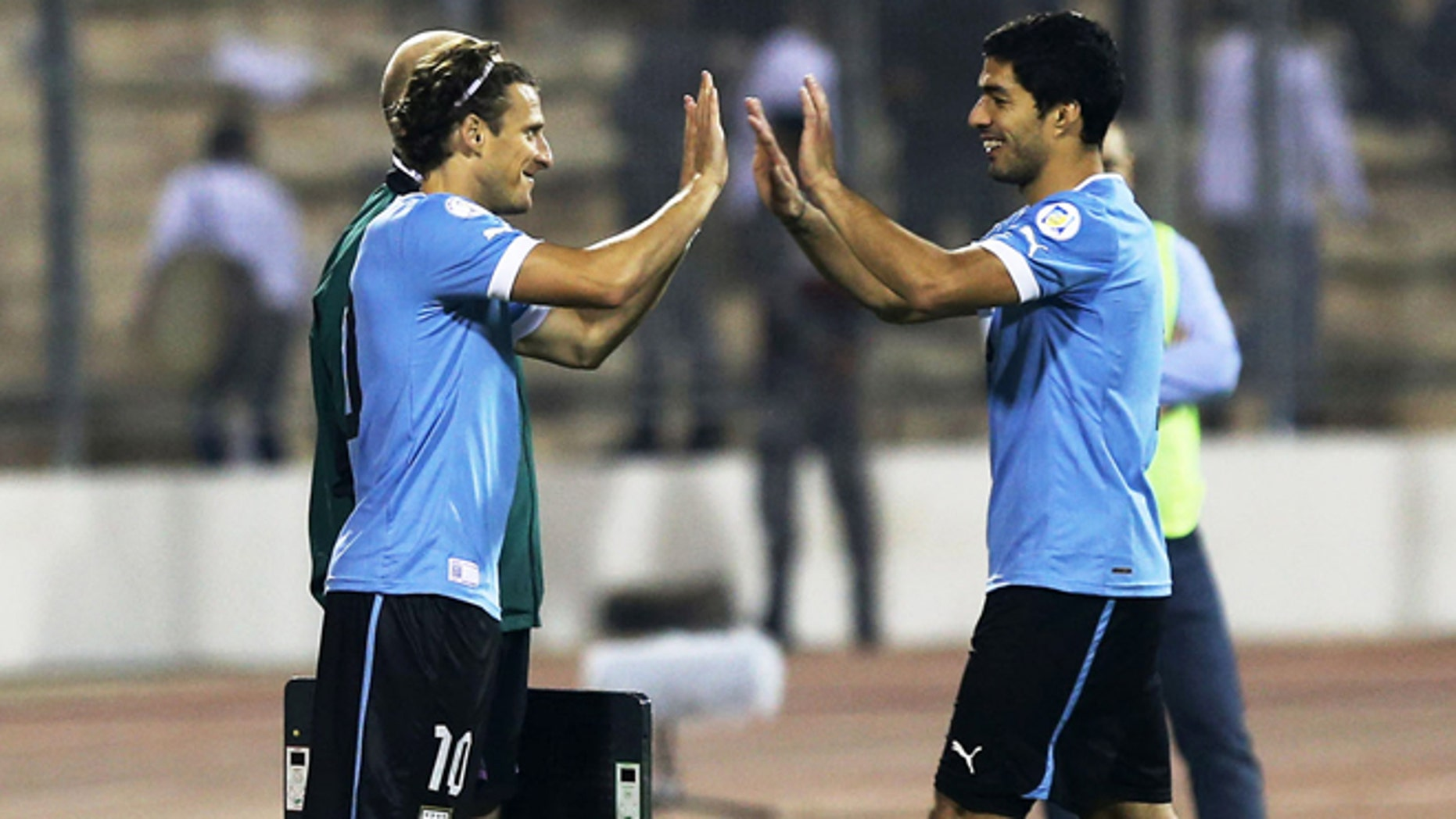 AMMAN, JORDAN- NOVEMBER 13: Diego Forlan of Uruguay replaces Luis Suarez during the FIFA 2014 World Cup Qualifier: Intercontinental Play-off First Leg between Jordan and Uruguay on November 13, 2013 in Amman, Jordan. (Photo by Salah Malkawi/ Getty Images)