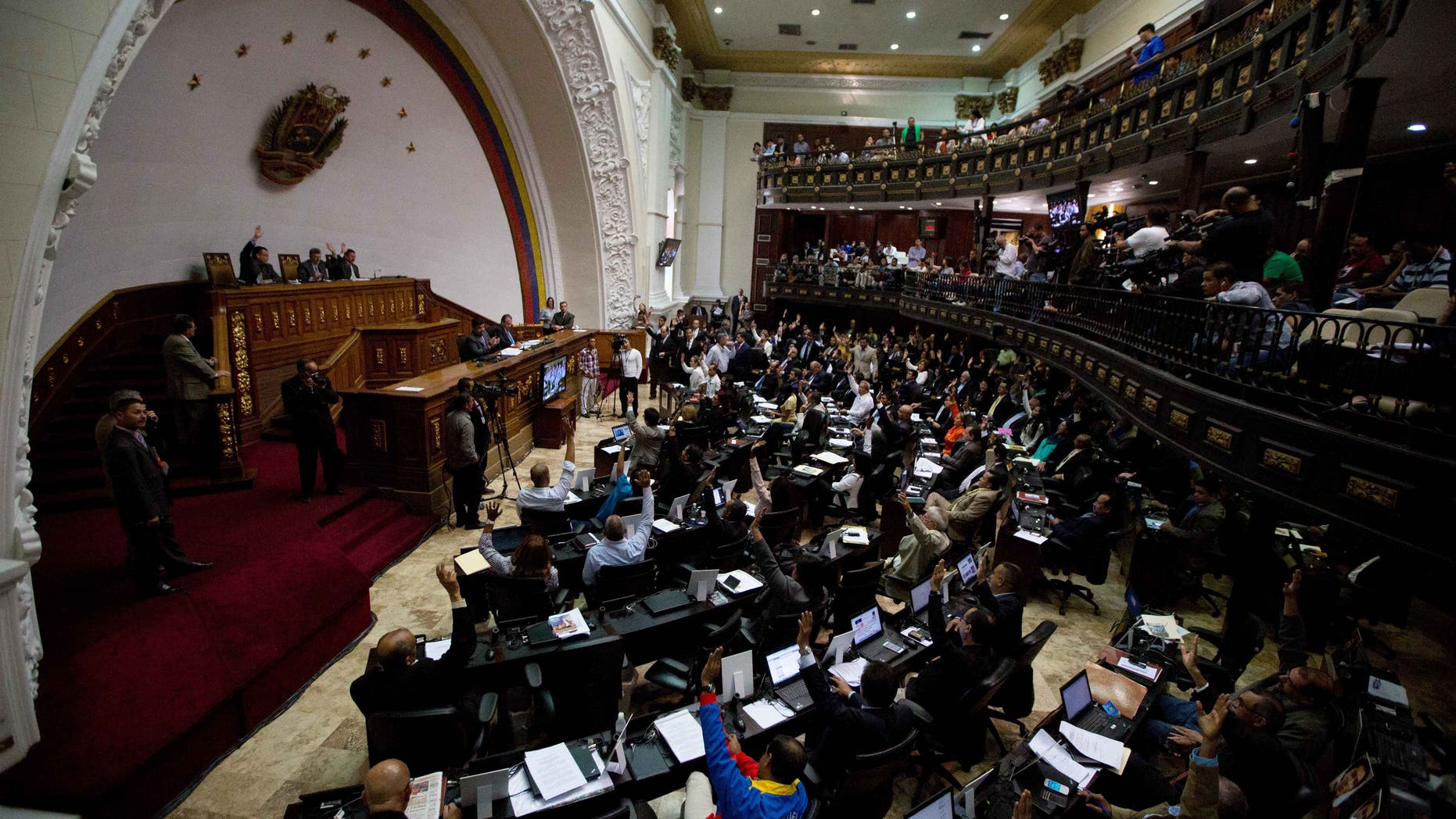 Venezuelan National Assembly lawmakers vote during a session on Jan. 14, 2016.
