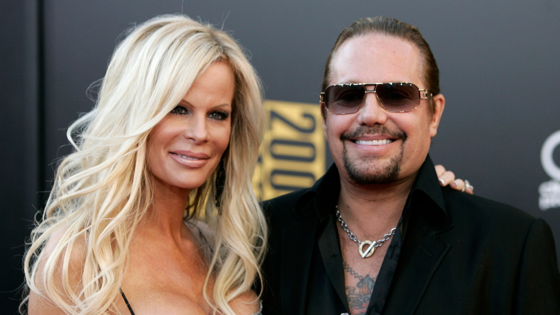 November 22, 2009: Motley Crue singer Vince Neil and his wife Lia arrive at the 2009 American Music Awards in Los Angeles, California. Neil was arrested early Monday on a drunk driving charge.