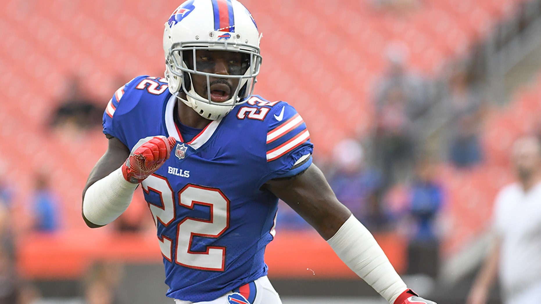 aa7ed7cc2 Vontae Davis spent six years with the Indianapolis Colts before signing  with the Buffalo Bills as