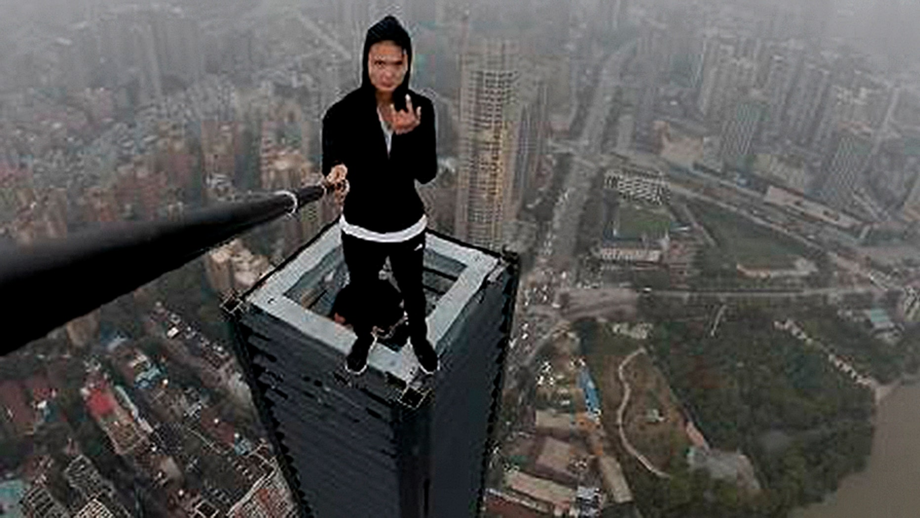 Rooftopper Wu Yongning Courtesy Of Weibo