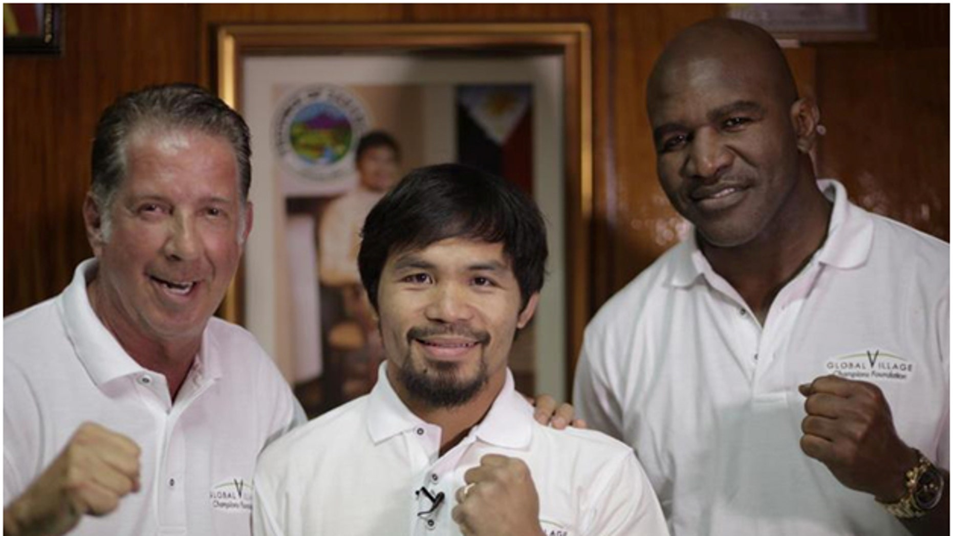 Pictured Yank Barry, Manny Pacquiáo, Evander Holyfield.