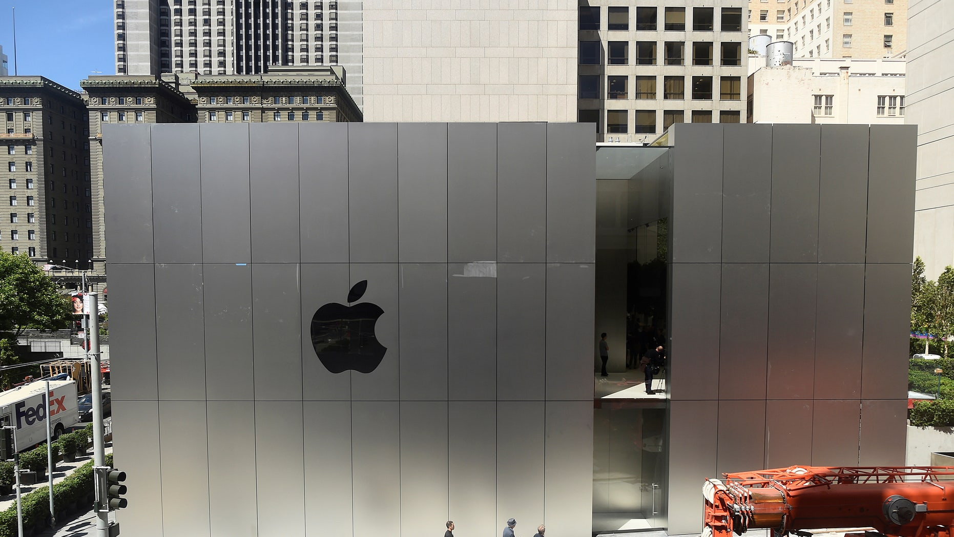 An Apple logo adorns the wall of Apple's new retail store in San Francisco, California, U.S., May 19, 2016. (REUTERS/Noah Berger)