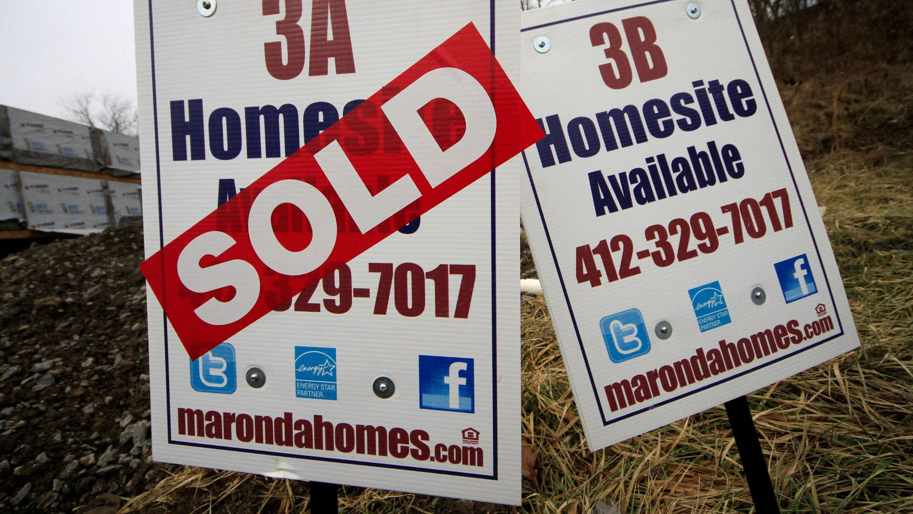 In this Monday, Jan. 13, 2014, photo, a sold sign is placed on a homesite in the Grace Manor townhouse development in Robinson Township, Pa. Freddie Mac, the mortgage company, releases weekly mortgage rates on Thursday, Jan. 23, 2014.  (AP Photo/Gene J. Puskar)