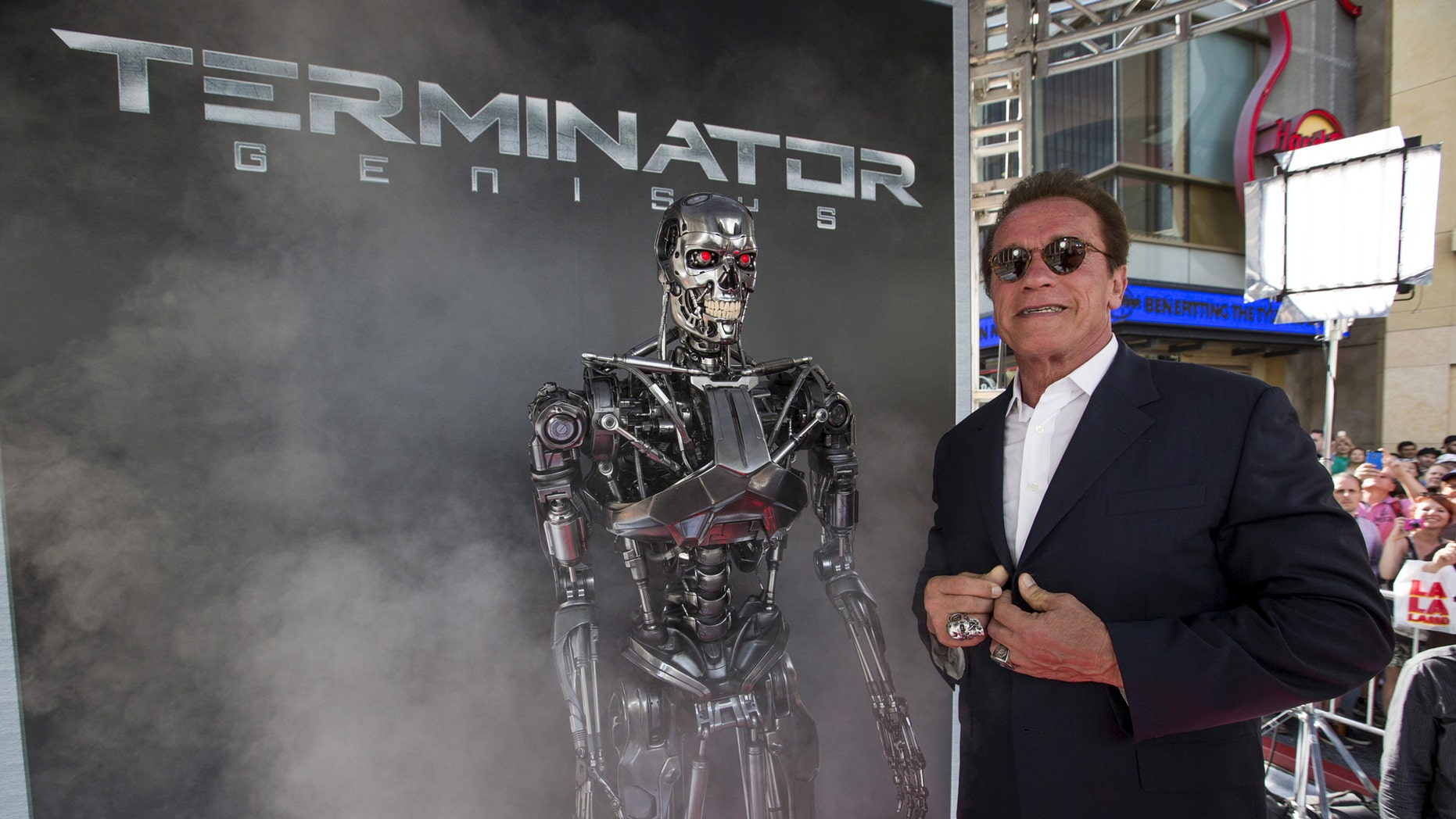 "File photo: Cast member Arnold Schwarzenegger poses by a Terminator replica at the premiere of ""Terminator Genisys"" in Hollywood, California June 28, 2015. (REUTERS/Mario Anzuoni)"