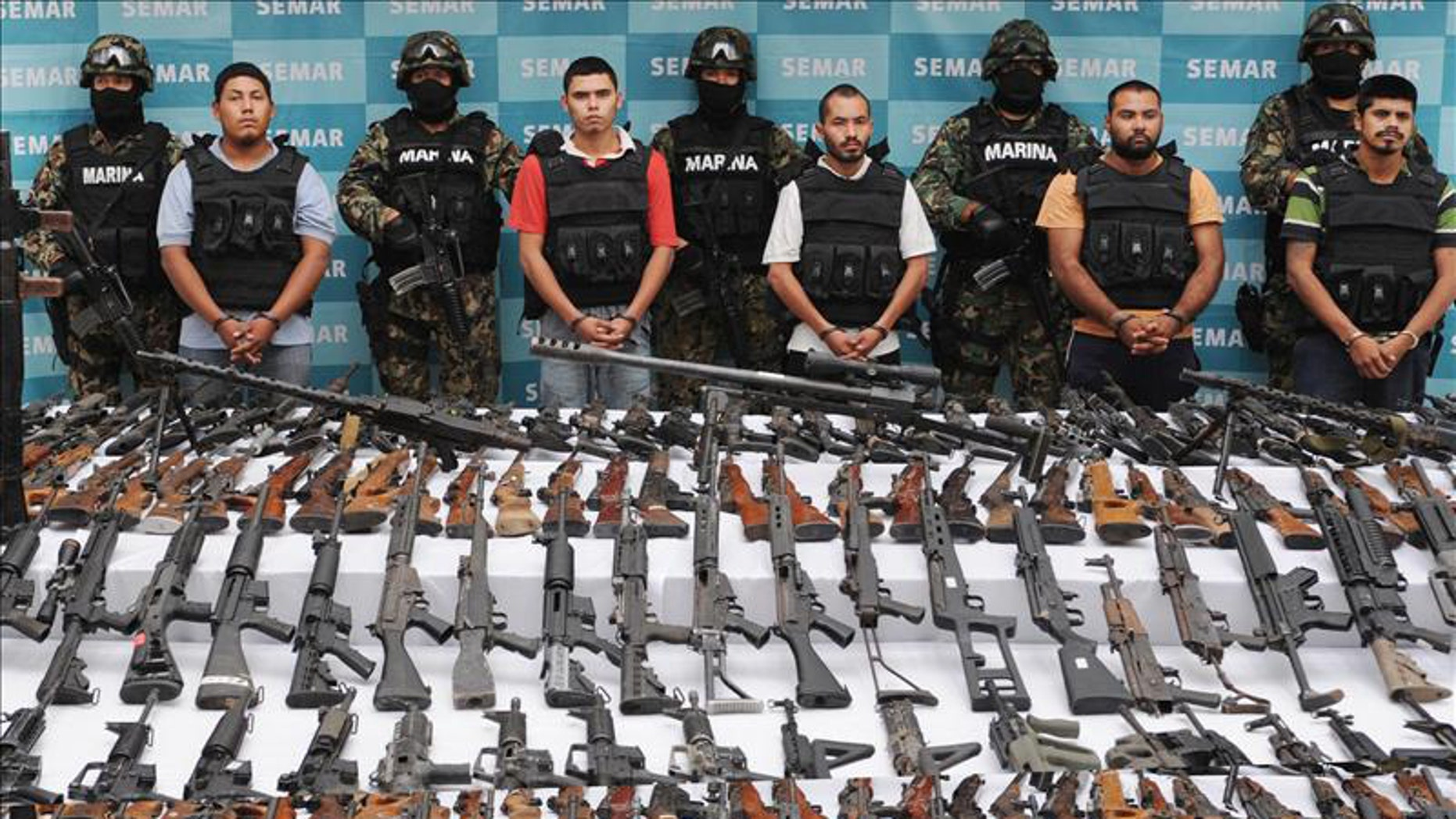Marines arrest 5 Zetas cartel members in northern Mexico.  EFE