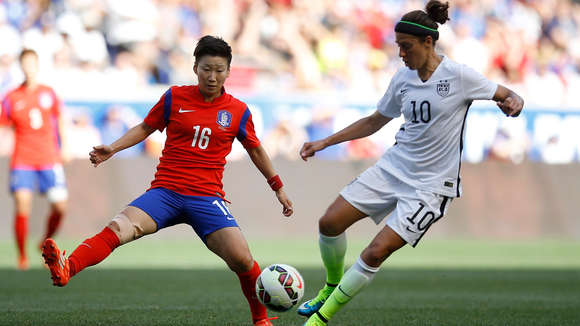 United States midfielder Carli Lloyd, right, controls the ball against South Korea midfielder Kwon Hahnul during the first half of an international friendly soccer match, Saturday, May 30, 2015, in Harrison, N.J. (AP Photo/Julio Cortez)