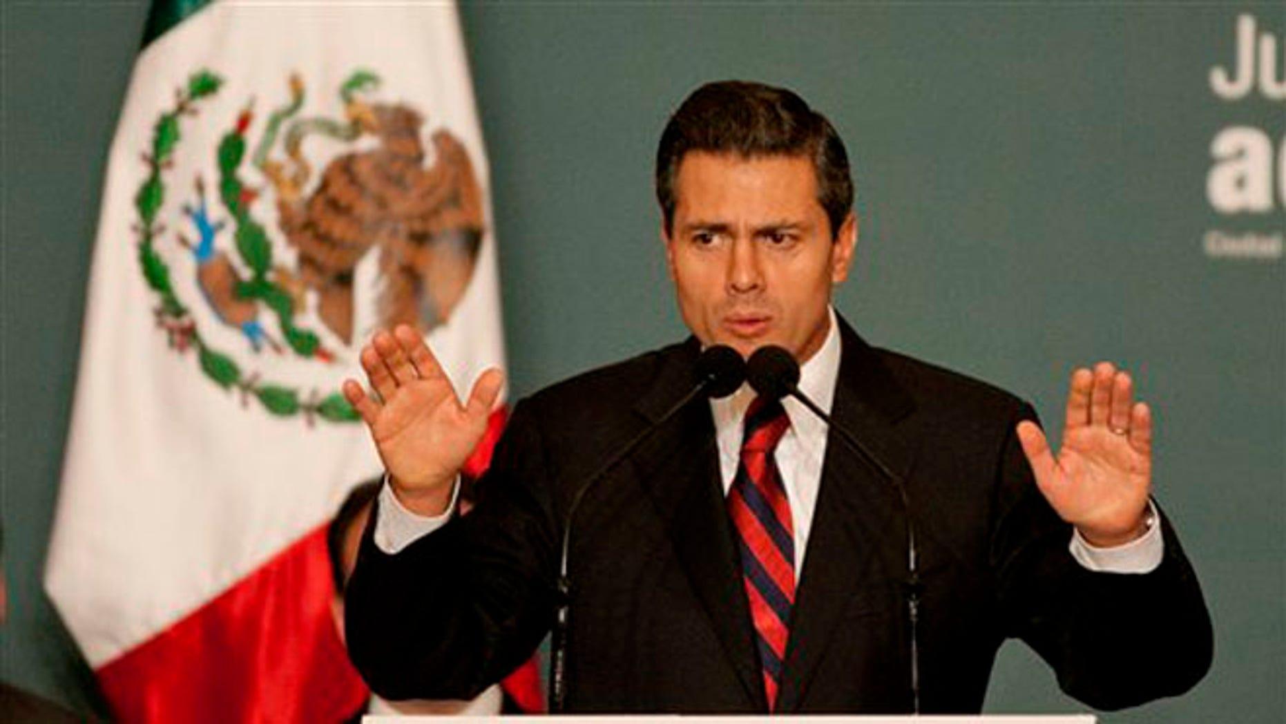 El presidente electo de México, Enrique Peña Nieto, anuncia una iniciativa para dar más transparencia al gasto del gobierno, en la ciudad de México, el lunes 10 de septiembre de 2012. Peña Nieto asume el cargo el próximo 1 de diciembre.