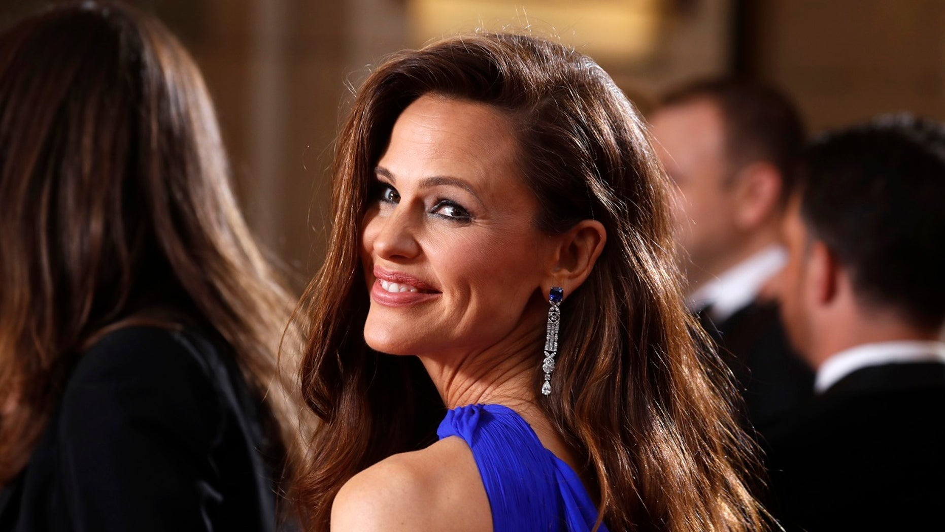 90th Academy Awards - Oscars Arrivals – Hollywood - Jennifer Garner wears Versace. REUTERS/Carlo Allegri - HP1EE3503CJVY