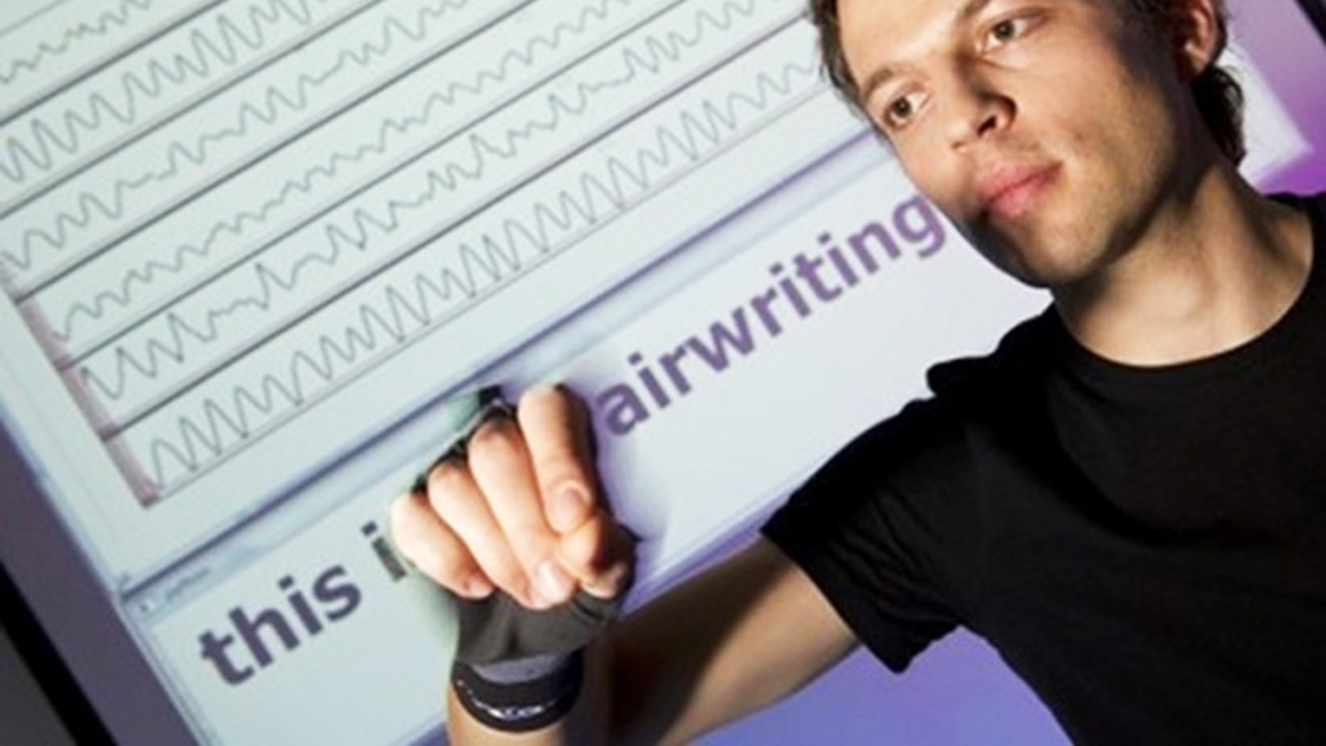 Airwriting: Based on motion signals, a computer recognizes letters written into thin air.