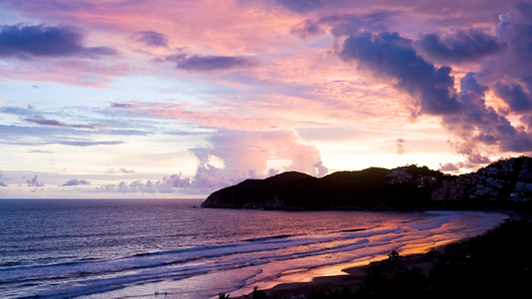 In hopes of further boosting its tourism profile, Acapulco will keep guests busy with a variety of events during the holidays.