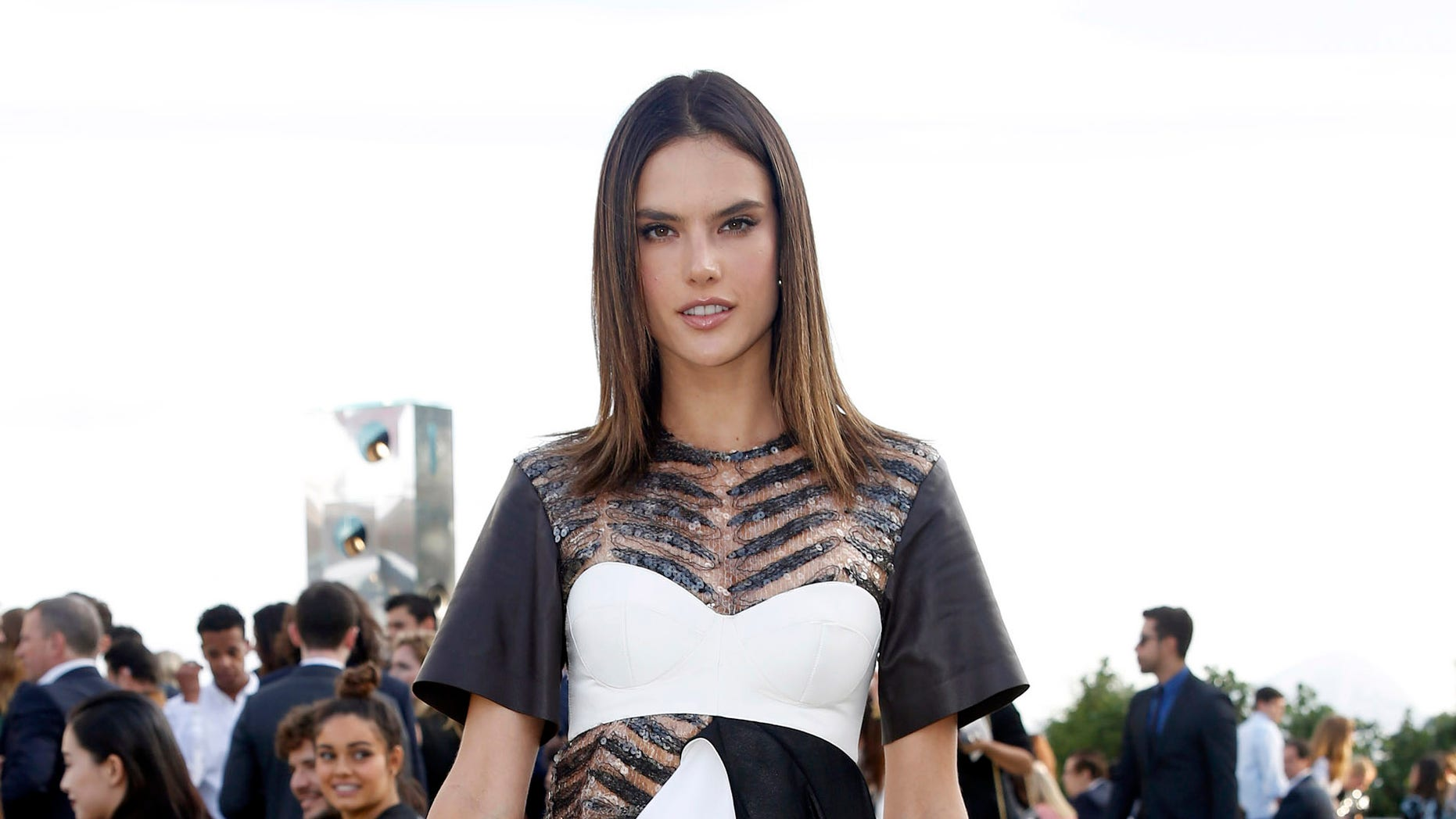 NITEROI, BRAZIL - MAY 28: Alessandra Ambrosio attends Louis Vuitton 2017 Cruise Collection at MAC Niter on May 28, 2016 in Niteroi, Brazil. (Photo by Vivian Fernandez/Getty Images)